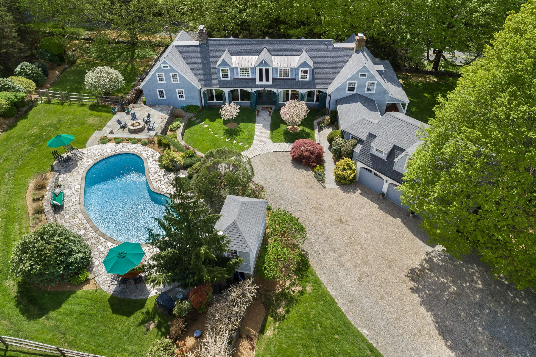 """独户住宅 为 销售 在 """"The Carriage House"""" 34 Drum Hill Road 威尔顿, 康涅狄格州 06897 美国"""