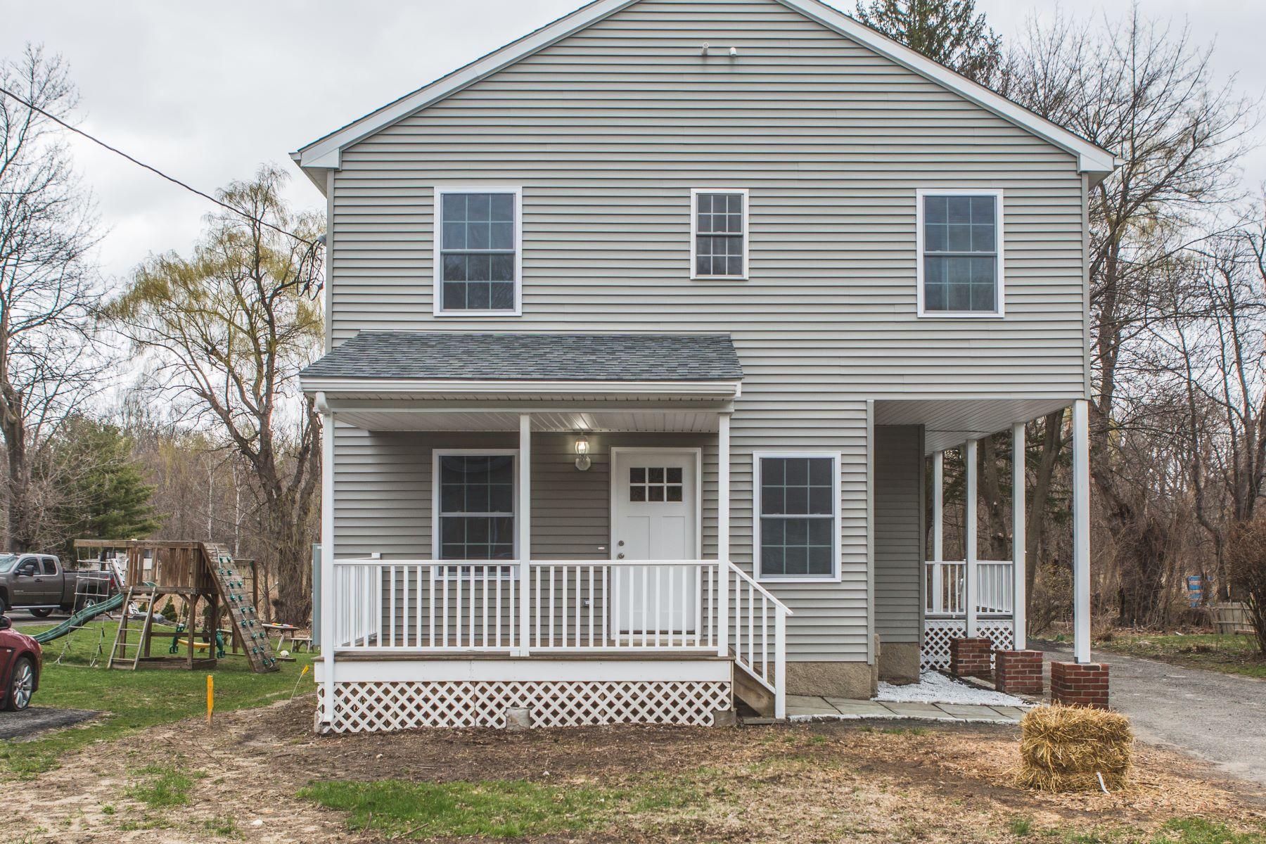 Duplex Homes для того Продажа на Premier Condition Duplex 90 Grassy Plain Street Bethel, Коннектикут 06801 Соединенные Штаты