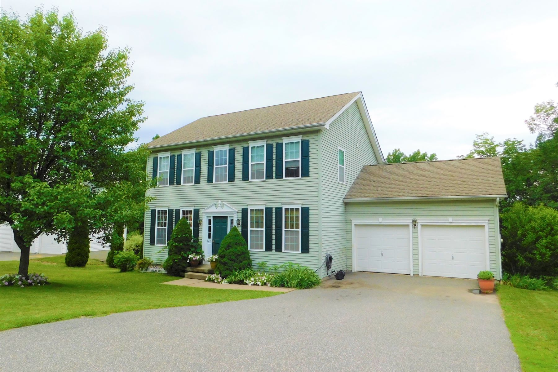 Single Family Homes for Sale at Pristine Colonial 122 Penny Ln Torrington, Connecticut 06790 United States