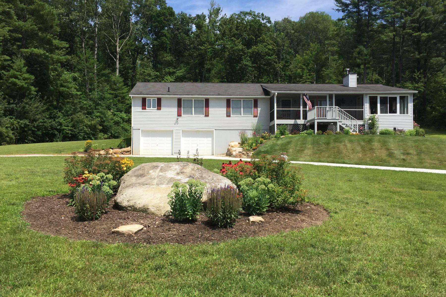 Casa Unifamiliar por un Venta en Impeccable Ranch Home with Mountain Views and Large Yard 181 Bunce Rd Sheffield, Massachusetts 01222 Estados Unidos