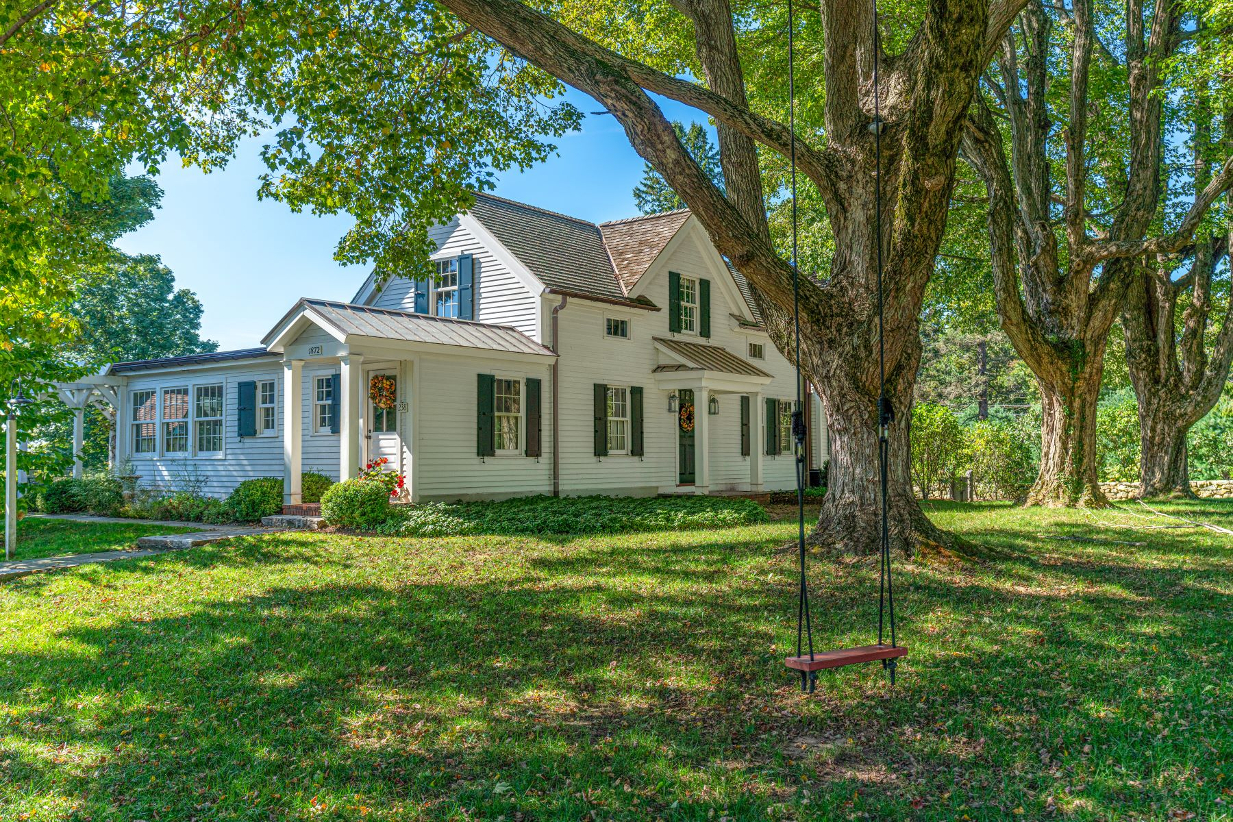 Single Family Homes para Venda às C.1872 O'Brien Homestead 238 Painter Hill Road, Roxbury, Connecticut 06783 Estados Unidos