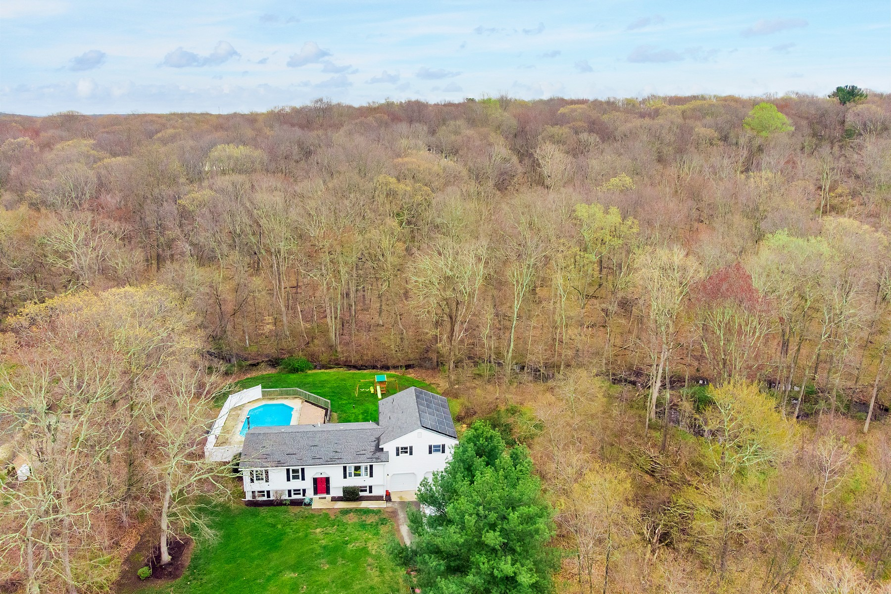 single family homes for Sale at Updated on a Quiet Cul-de-Sac 99 Pires Dr, Montville, Connecticut 06370 United States