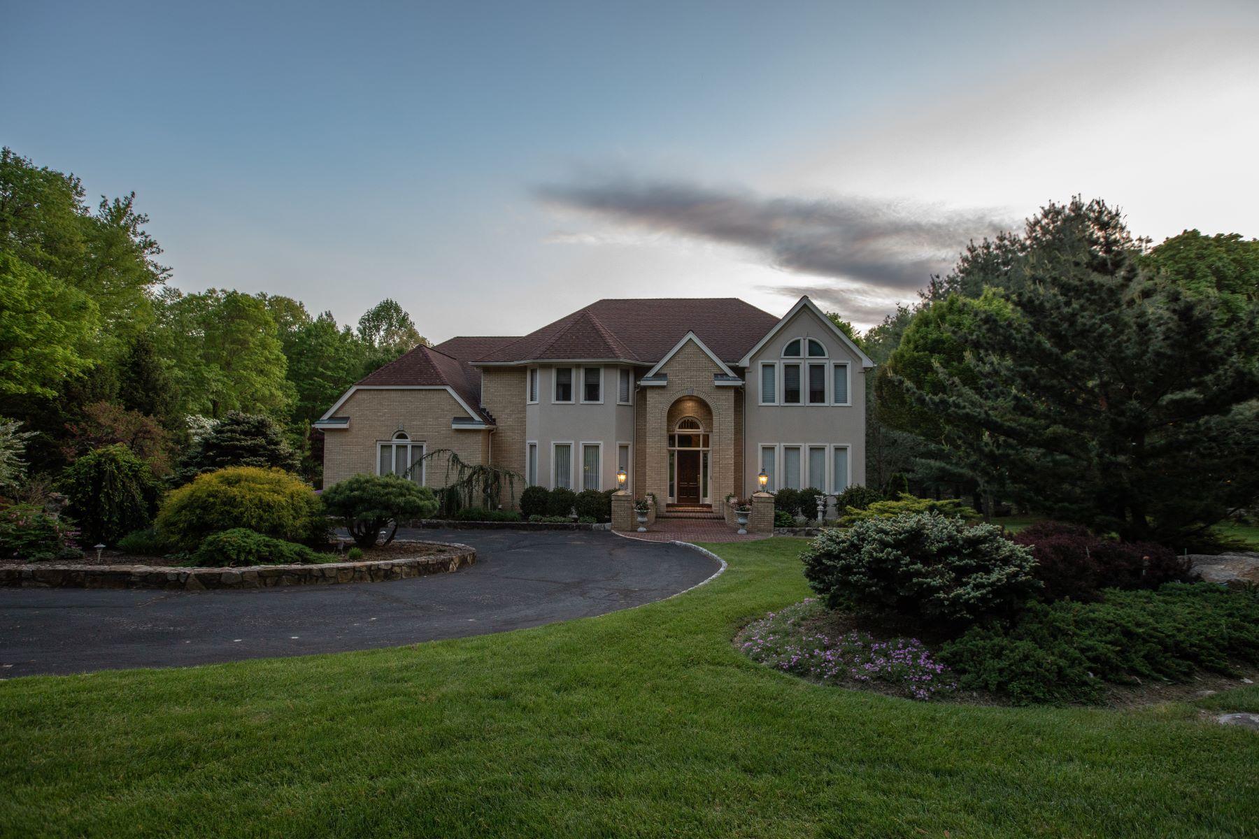 Single Family Homes 为 销售 在 A Masterpiece Of Custom Build And Elegance 10 Edna Court 布鲁克菲尔德, 康涅狄格州 06804 美国