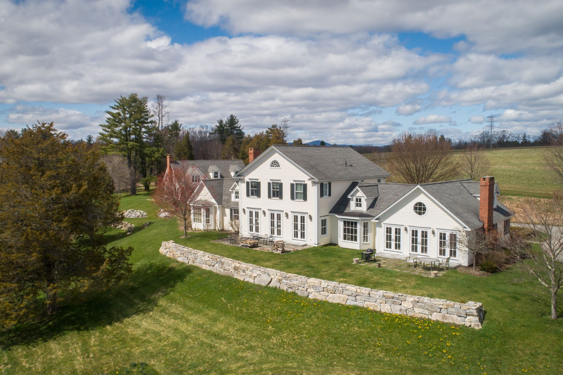 Single Family Homes のために 売買 アット BEAUTIFUL LAKEVILLE ESTATE 180 Lime Rock Road, Salisbury, コネチカット 06039 アメリカ