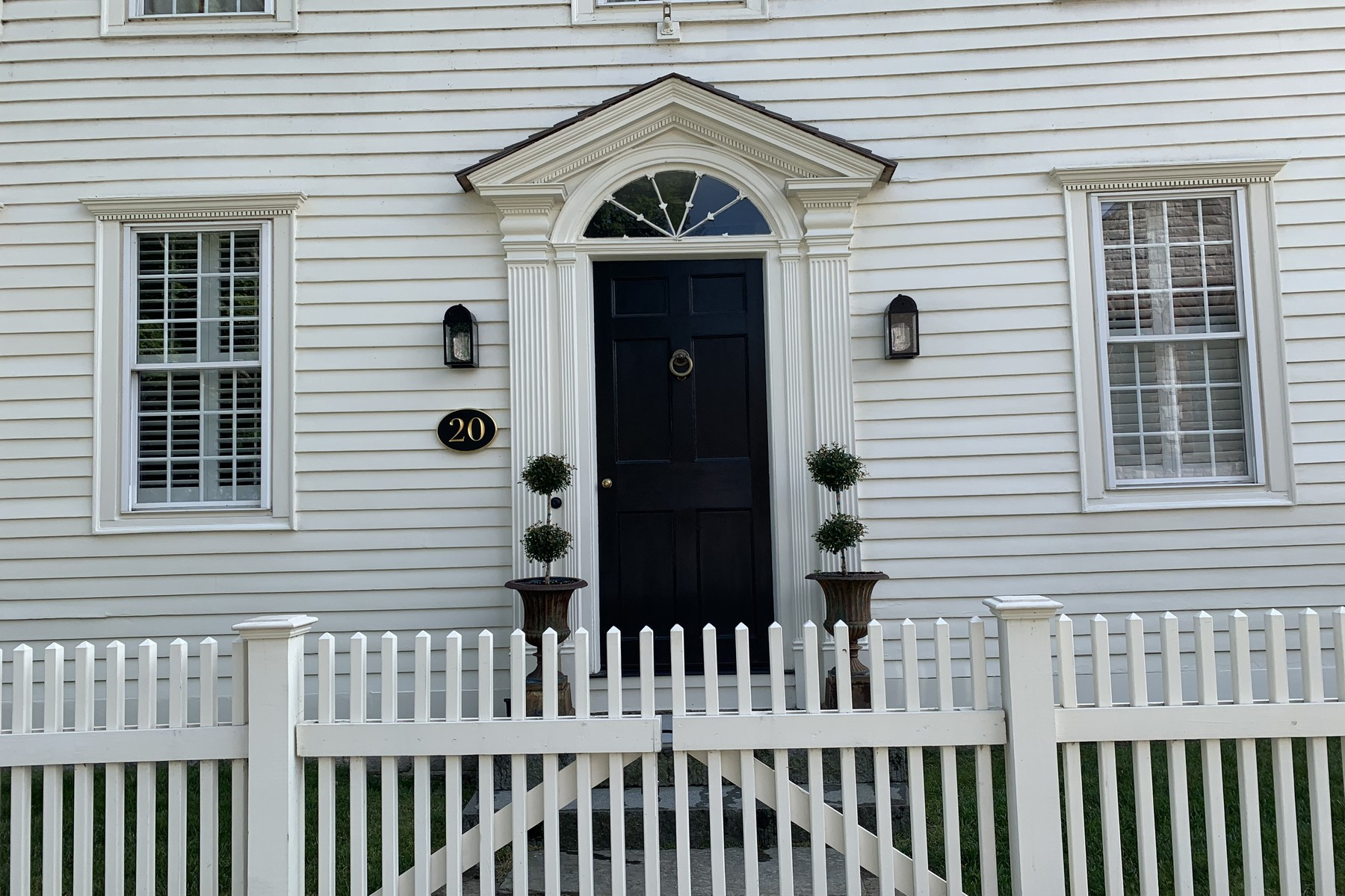Single Family Homes のために 売買 アット Welcome to the Gamaliel Conklin House Circa 1799 20 Main Street, Essex, コネチカット 06426 アメリカ
