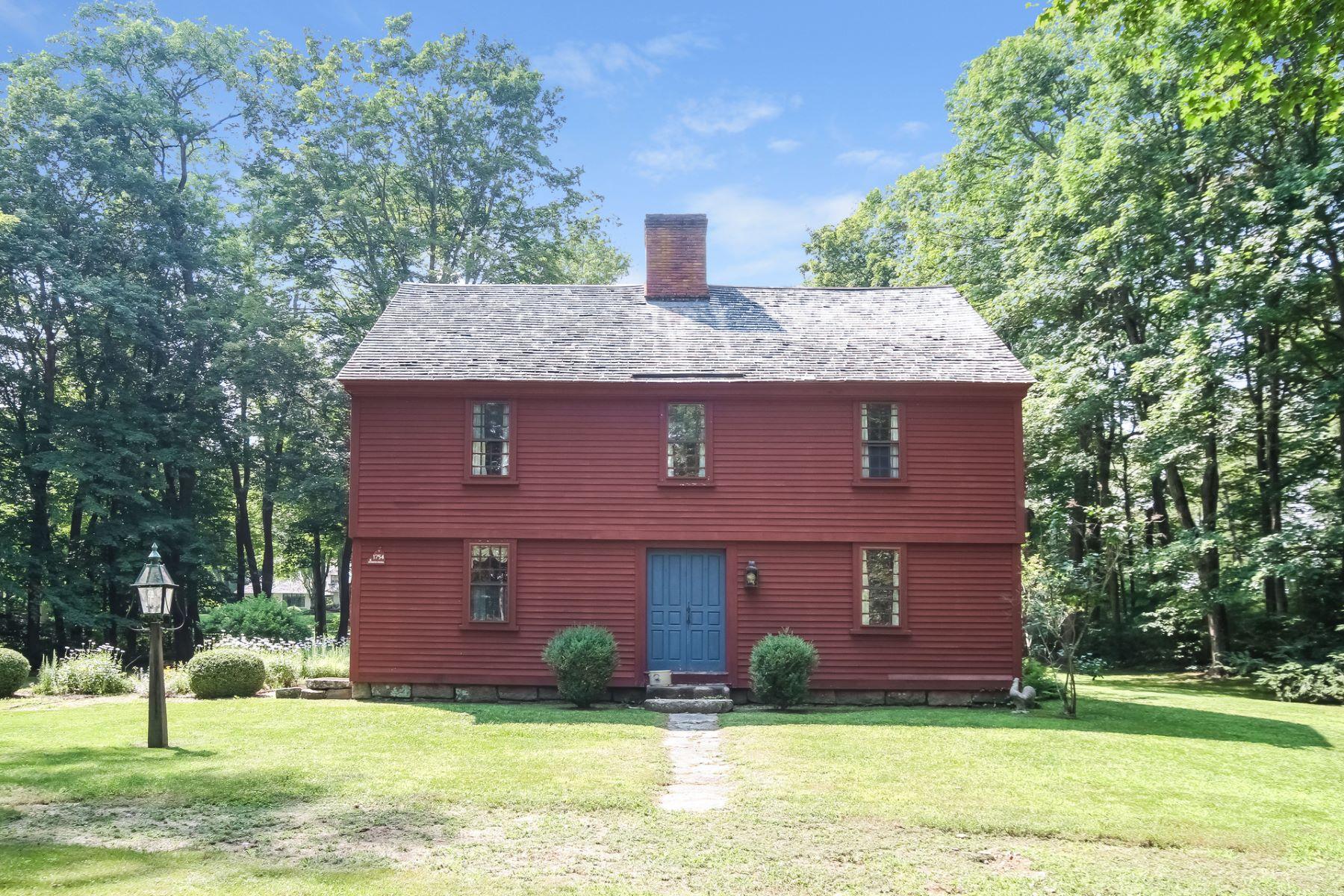 独户住宅 为 销售 在 Antique Charmer 117 Cove Rd 莱姆, 康涅狄格州, 06371 美国