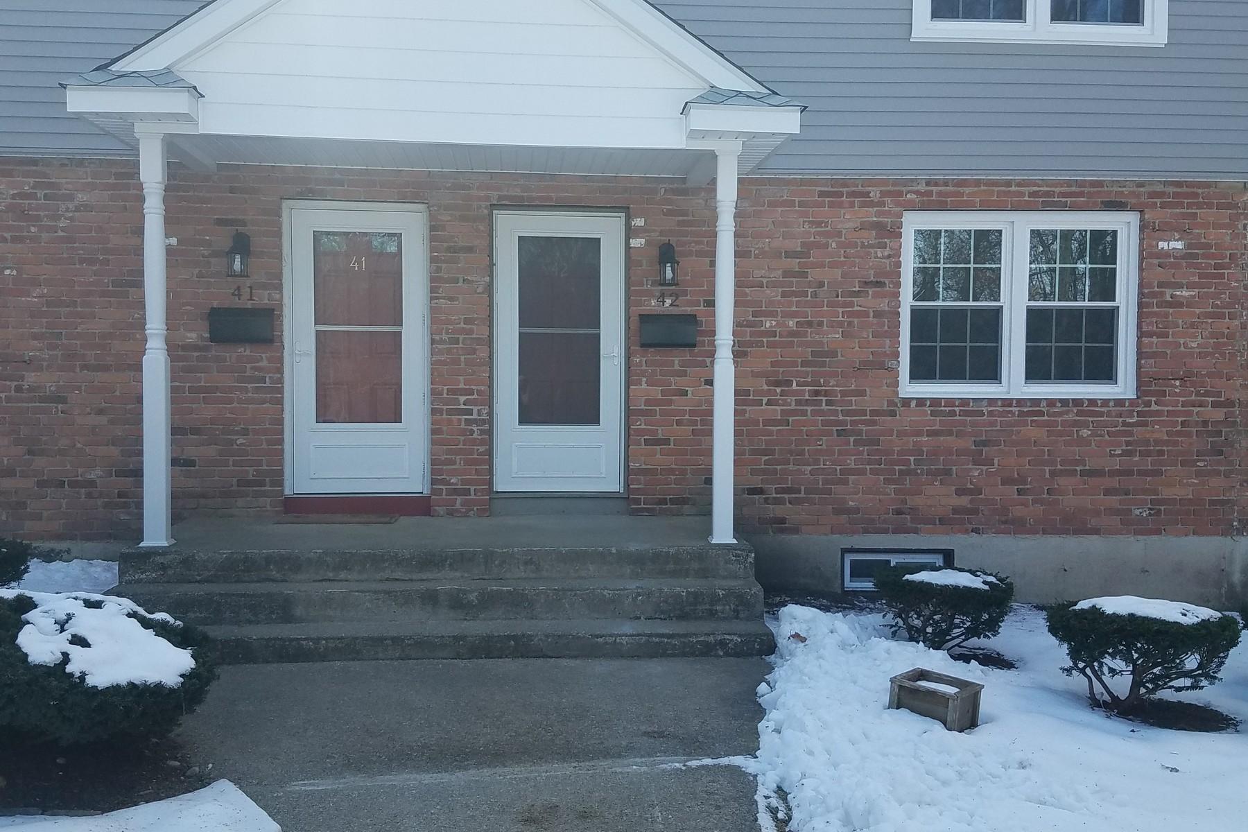 为 销售 在 Fully Remodeled 81 Pattagansett Rd 42 东莱姆, 康涅狄格州, 06357 美国