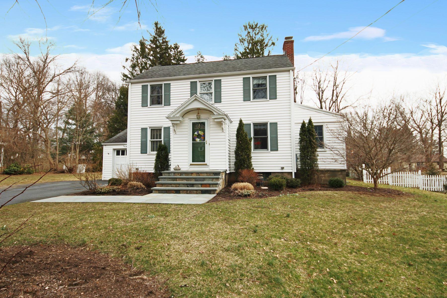 Eensgezinswoning voor Verkoop op 136 Hilltop Circle Trumbull, Connecticut 06611 Verenigde Staten