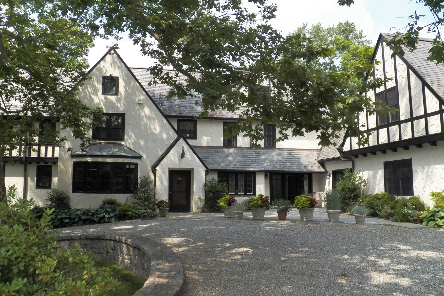 Moradia para Venda às Stunning English Manor Home 72 Mamaroneck Road Scarsdale, Nova York, 10583 Estados Unidos