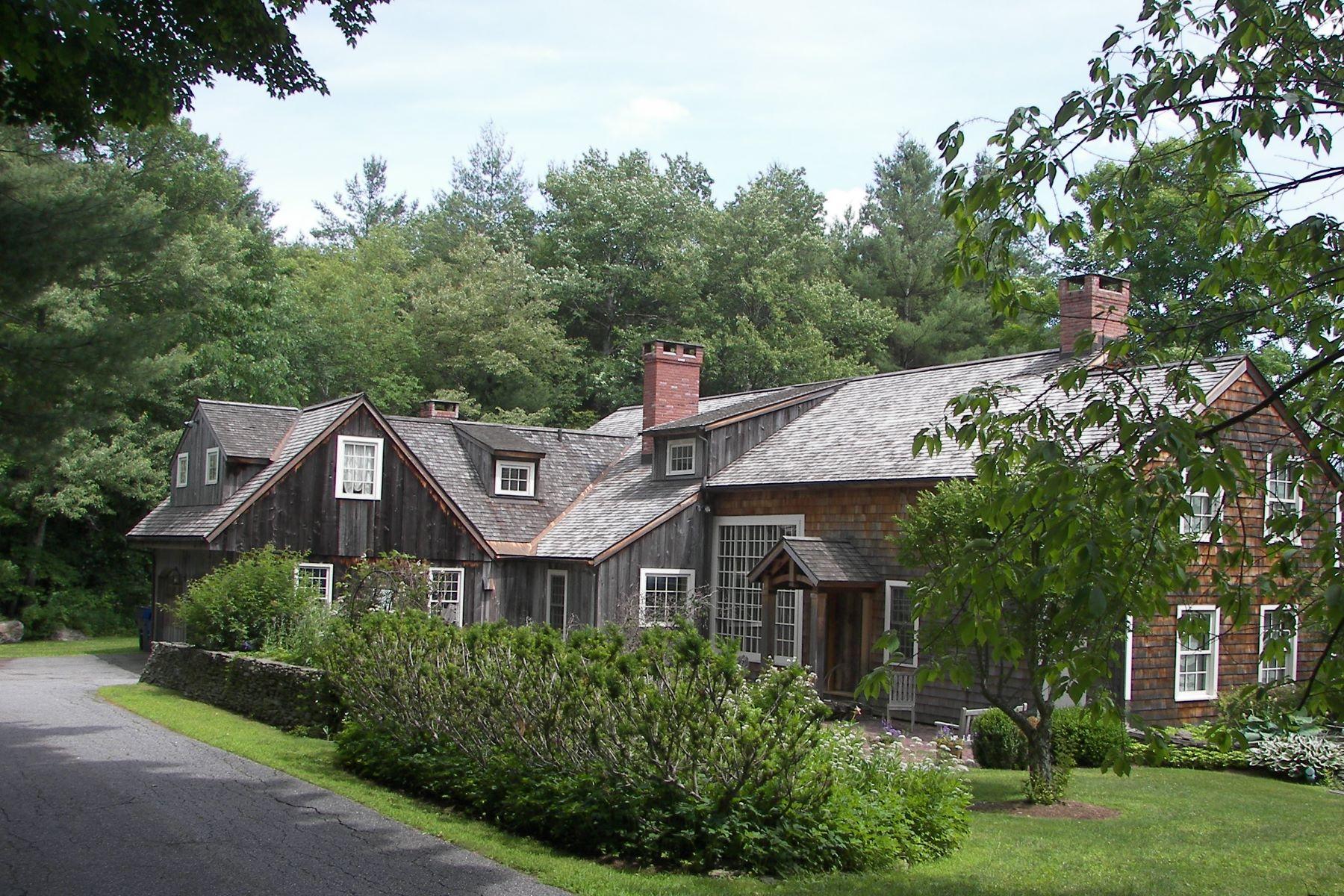 Maison unifamiliale pour l Vente à Classic 1899 Antique Barn Home 58 Saw Mill Rd Litchfield, Connecticut, 06759 États-Unis