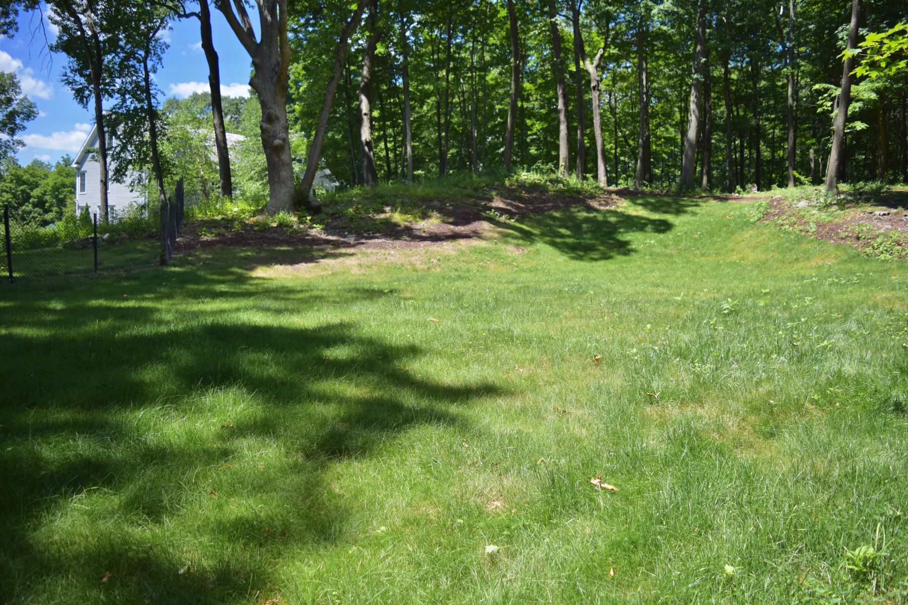 Additional photo for property listing at Expansive & Private Colonial with Views 143 Tophet Road Roxbury, Connecticut 06783 États-Unis