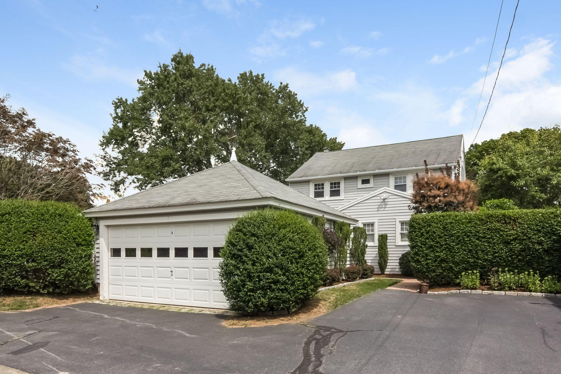 Частный односемейный дом для того Аренда на 97 West Overshores Madison, Коннектикут, 06443 Соединенные Штаты