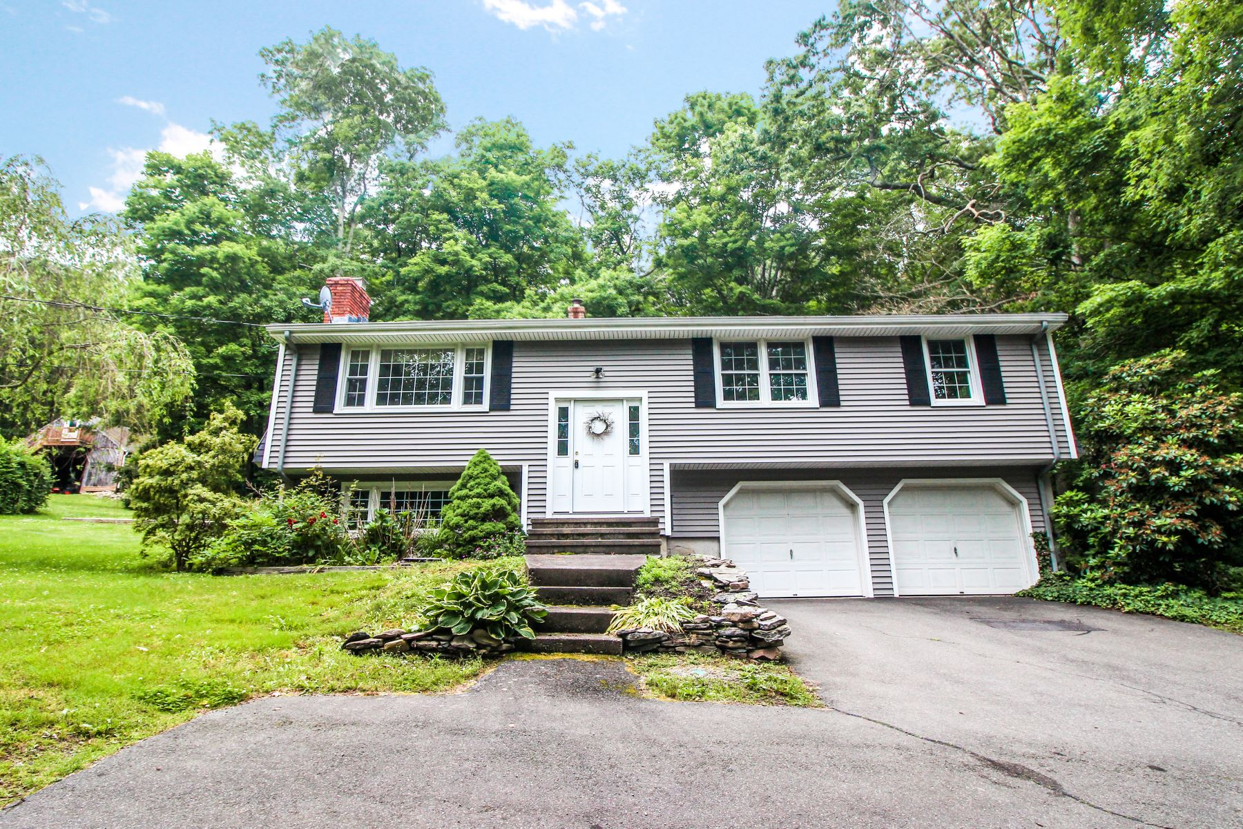 Single Family Homes for Sale at Private, Well-Maintained Raised Ranch 339 Boston Post Road East Lyme, Connecticut 06333 United States