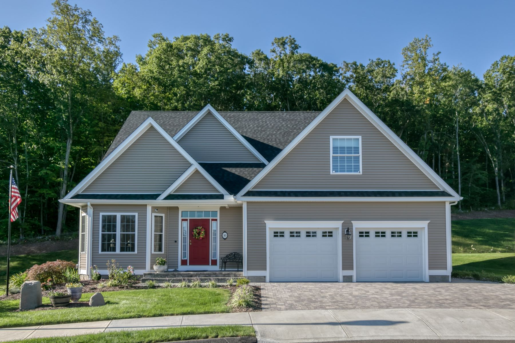Single Family Homes for Sale at 114 Summer Lane 10 North Haven, Connecticut 06473 United States