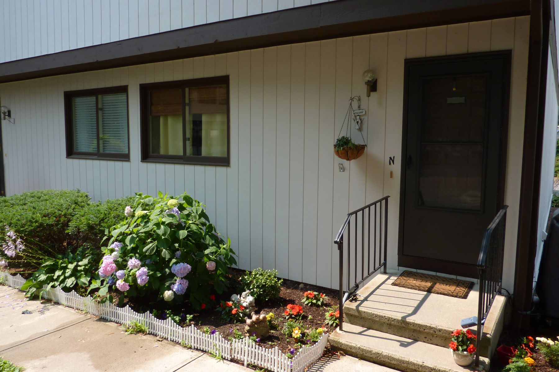 Condominio por un Alquiler en Updated Townhouse 27 Crows Nest Lane 10N Danbury, Connecticut 06810 Estados Unidos