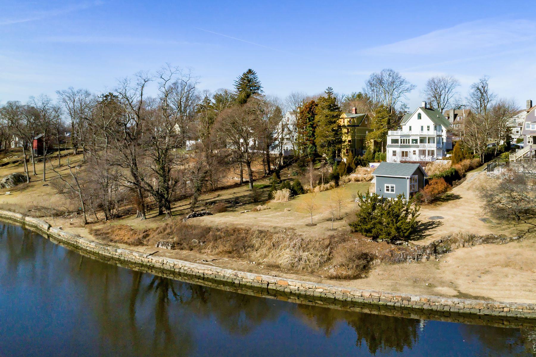 Casa Unifamiliar por un Venta en Enchanting Waterfront Victorian 823 Stuart Avenue, Mamaroneck, Nueva York, 10543 Estados Unidos