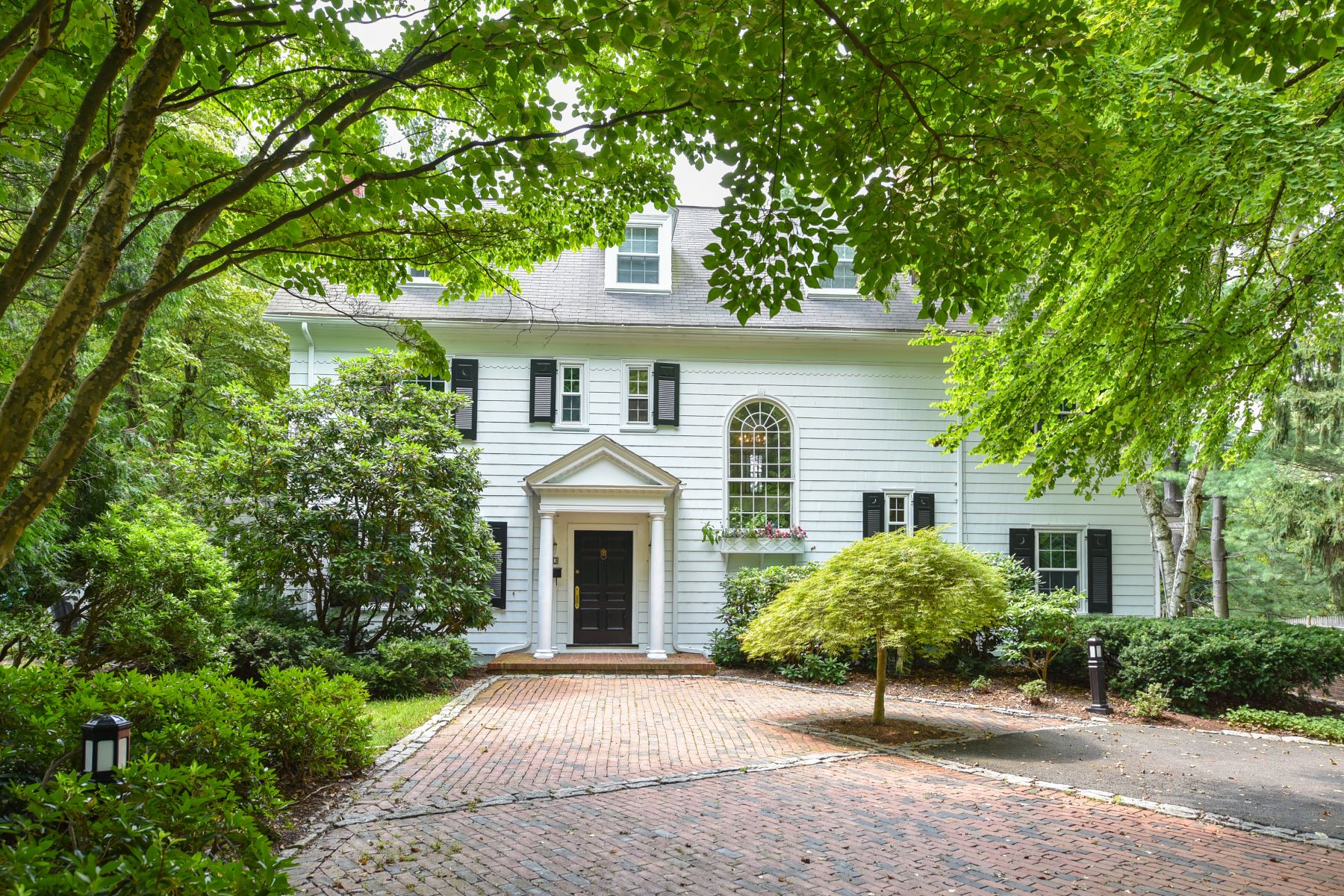 Single Family Homes for Sale at Historic 1915 Colonial Revival 211 South Main Street West Hartford, Connecticut 06107 United States