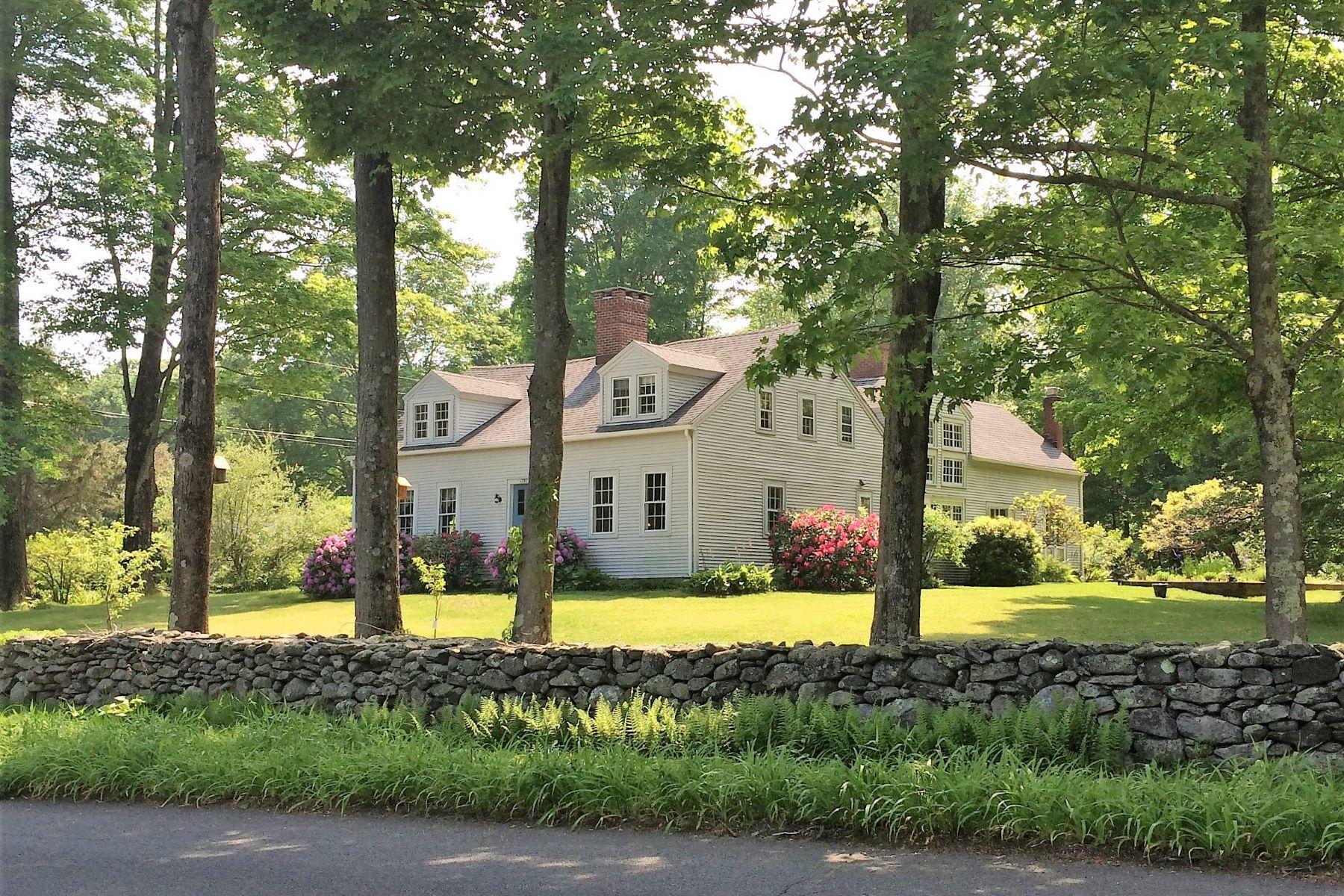 single family homes pour l Vente à The Milton Hawley House 35 Brown Brook Road, Southbury, Connecticut 06488 États-Unis