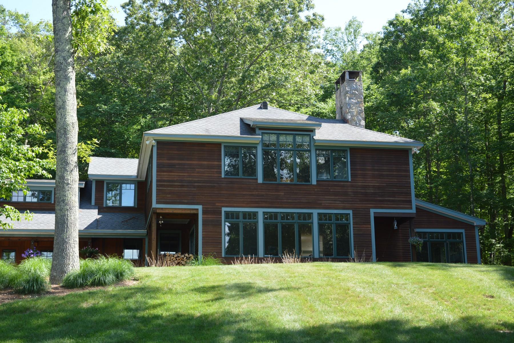 独户住宅 为 销售 在 Remarkable Custom Home 126 Essex St Deep River, 康涅狄格州, 06417 美国