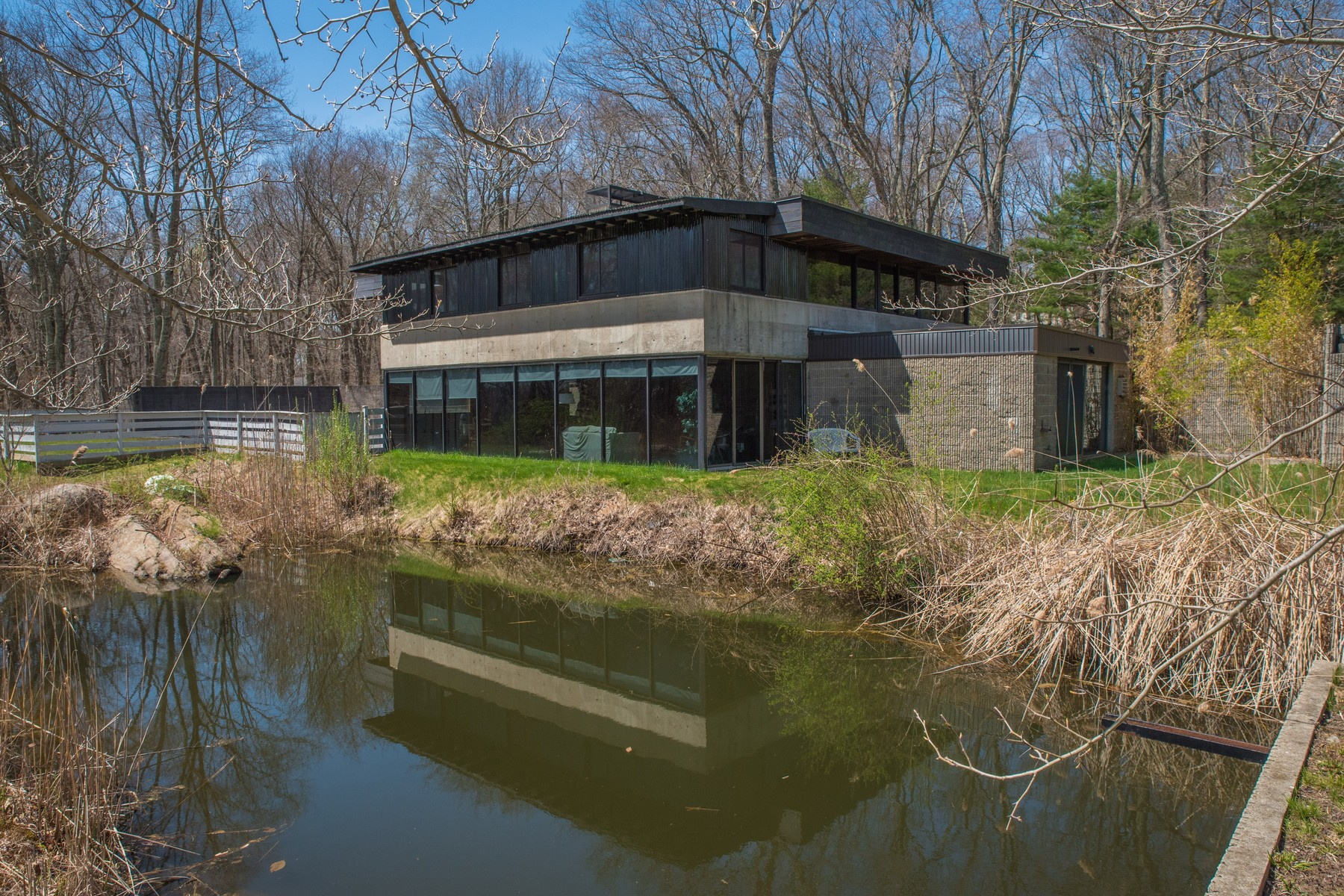 Частный односемейный дом для того Продажа на Unique contemporary listed on the Connecticut Landmark homes list 3 Bill Hill Rd #b Old Lyme, Коннектикут 06371 Соединенные Штаты