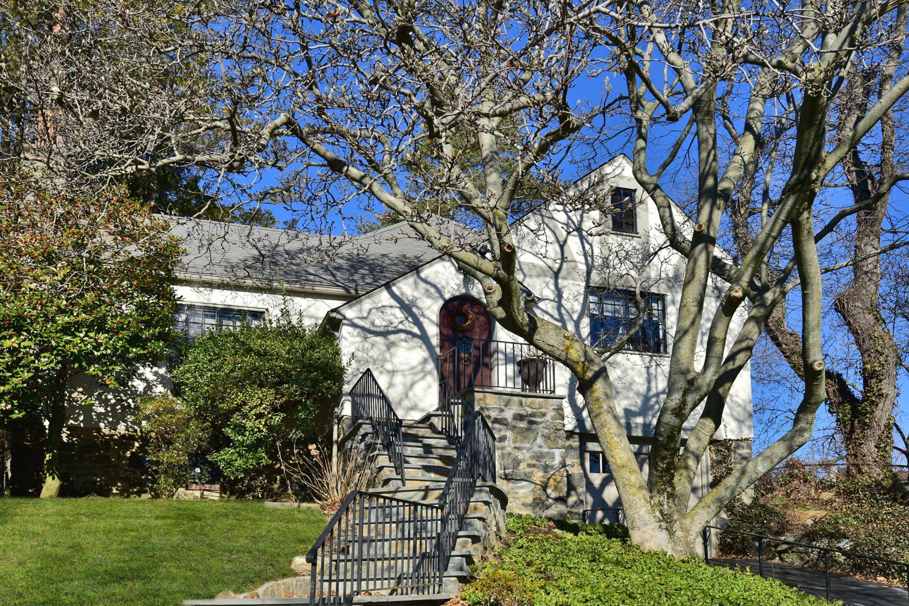 Casa Unifamiliar por un Venta en Beautiful Backyard: One Block to Harbor! 629 Cortlandt Avenue, Mamaroneck, Nueva York, 10543 Estados Unidos