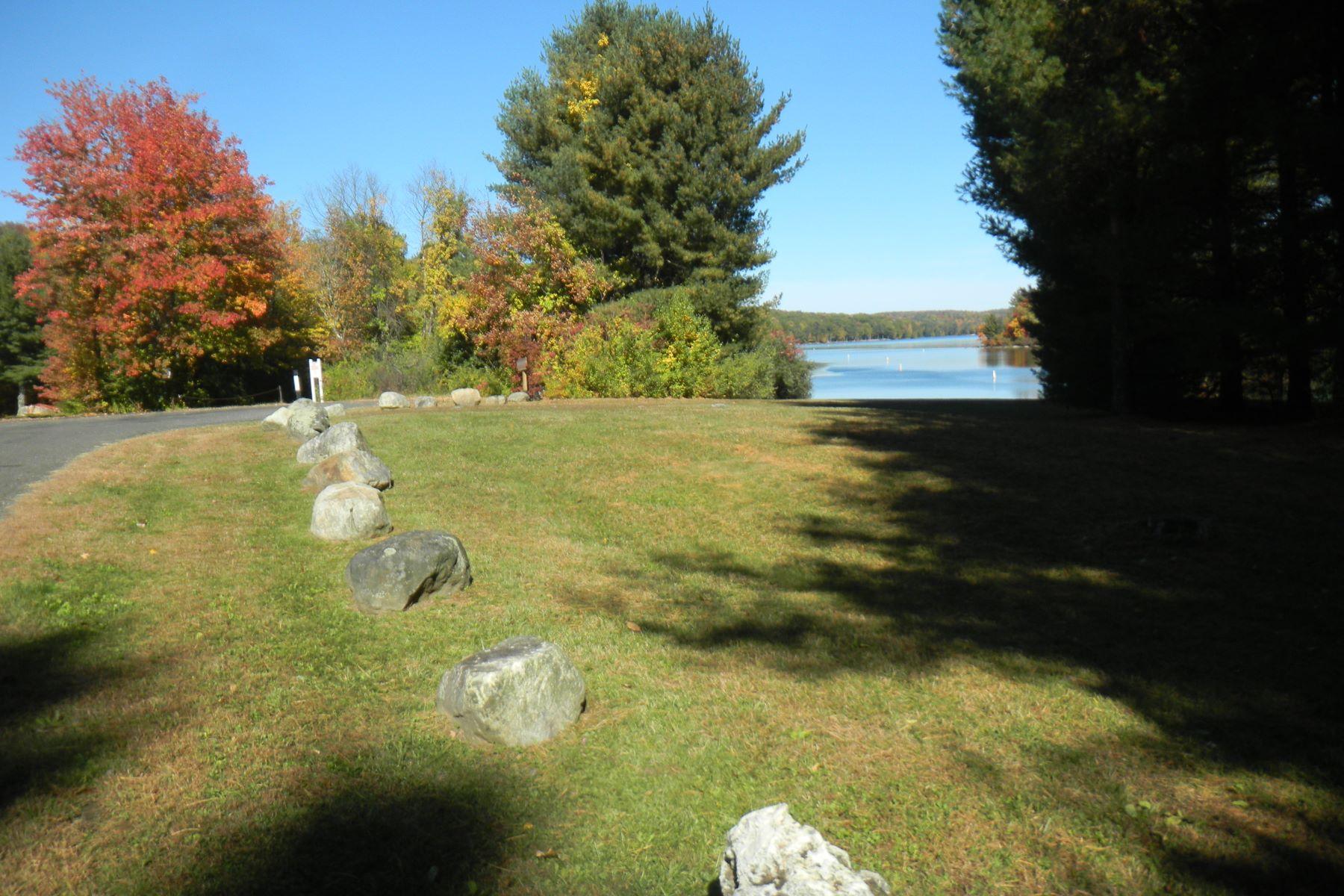 Casa Unifamiliar por un Alquiler en Woodridge Lake Rental 19 Wynnwood Court Goshen, Connecticut, 06756 Estados Unidos