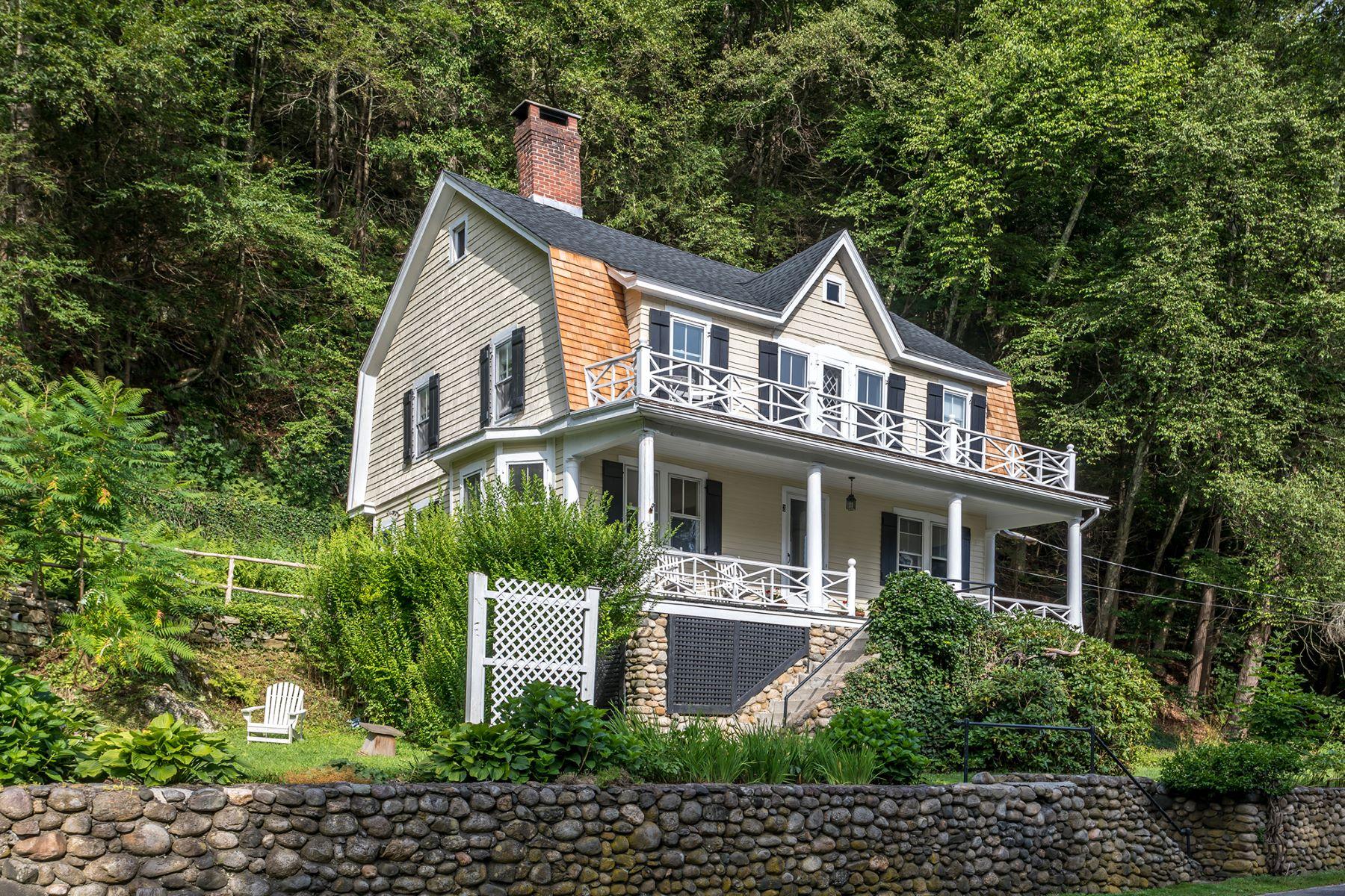Single Family Homes per Vendita alle ore 3 Cook Street Washington, Connecticut 06794 Stati Uniti