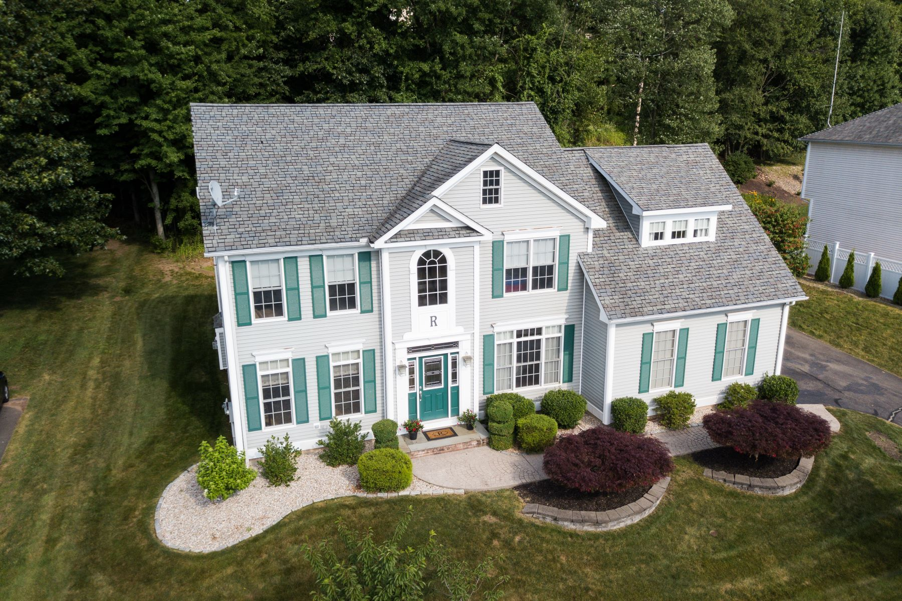 Single Family Homes for Active at Custom Designed Colonial with Stunning Views 50 Chelsea Court Middletown, Connecticut 06457 United States