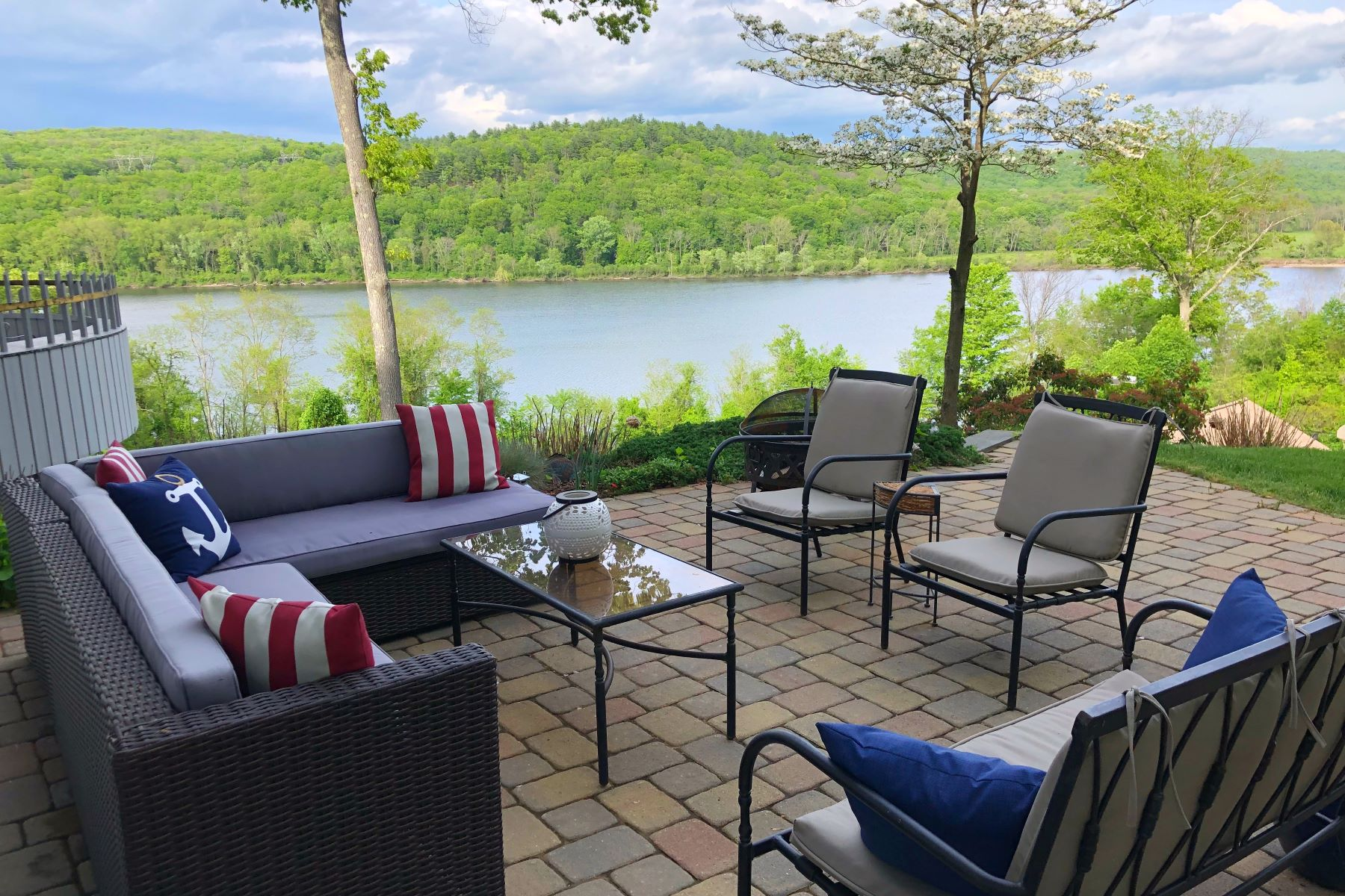 single family homes voor Verkoop op Beautiful Views of the CT River 25 Lieutenant Shubael Rd, Haddam, Connecticut 06441 Verenigde Staten