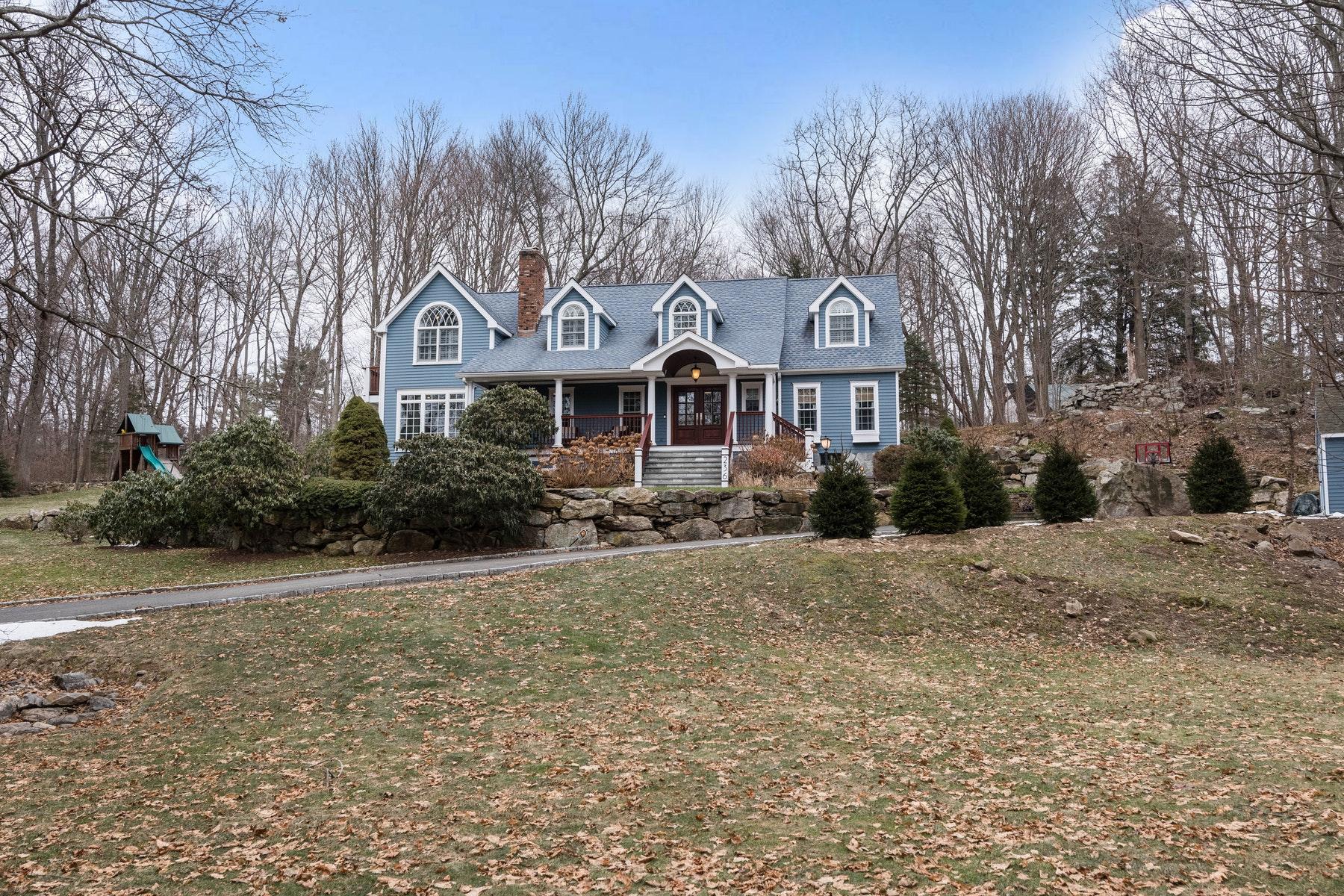 Casa para uma família para Venda às Truly Beautiful/Move-in Condition 236 Westport Road, Wilton, Connecticut, 06897 Estados Unidos