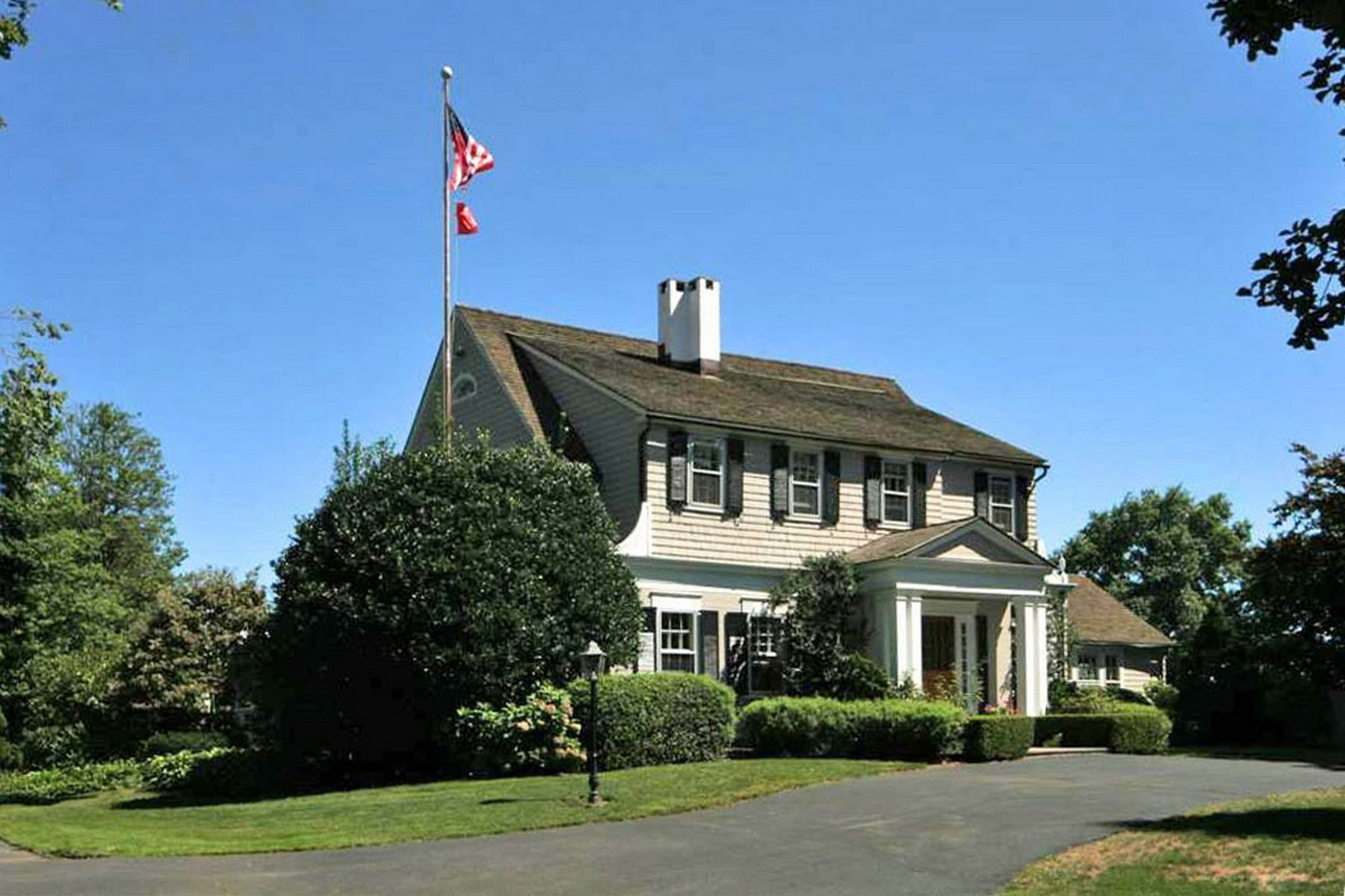 Maison unifamiliale pour l Vente à Black Rock Waterfront 40 Anchorage Drive Bridgeport, Connecticut, 06605 États-Unis