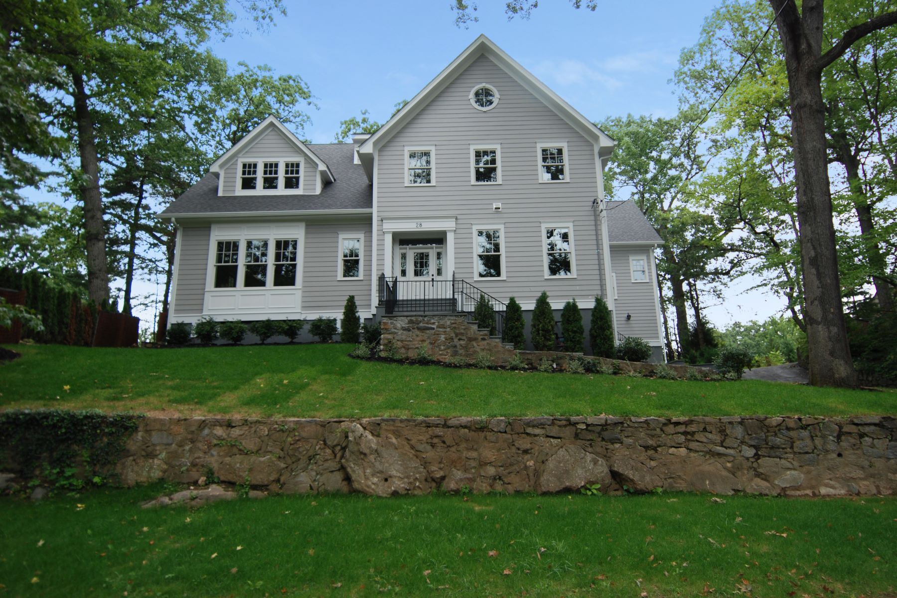 Single Family Homes for Active at 28 Rockwood Drive Larchmont, New York 10538 United States