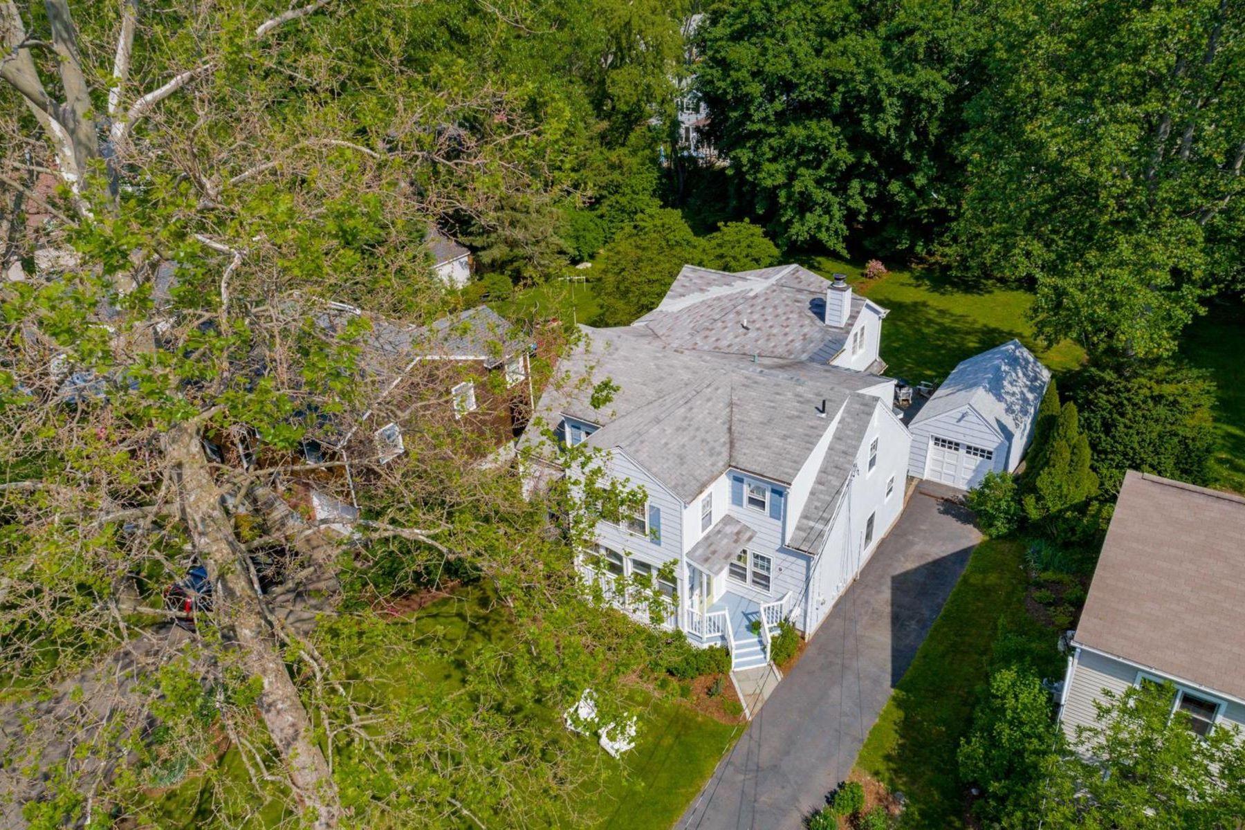 Частный односемейный дом для того Продажа на 9 Ridgewood Road 9 Ridgewood Road Norwalk, Коннектикут 06853 Соединенные Штаты