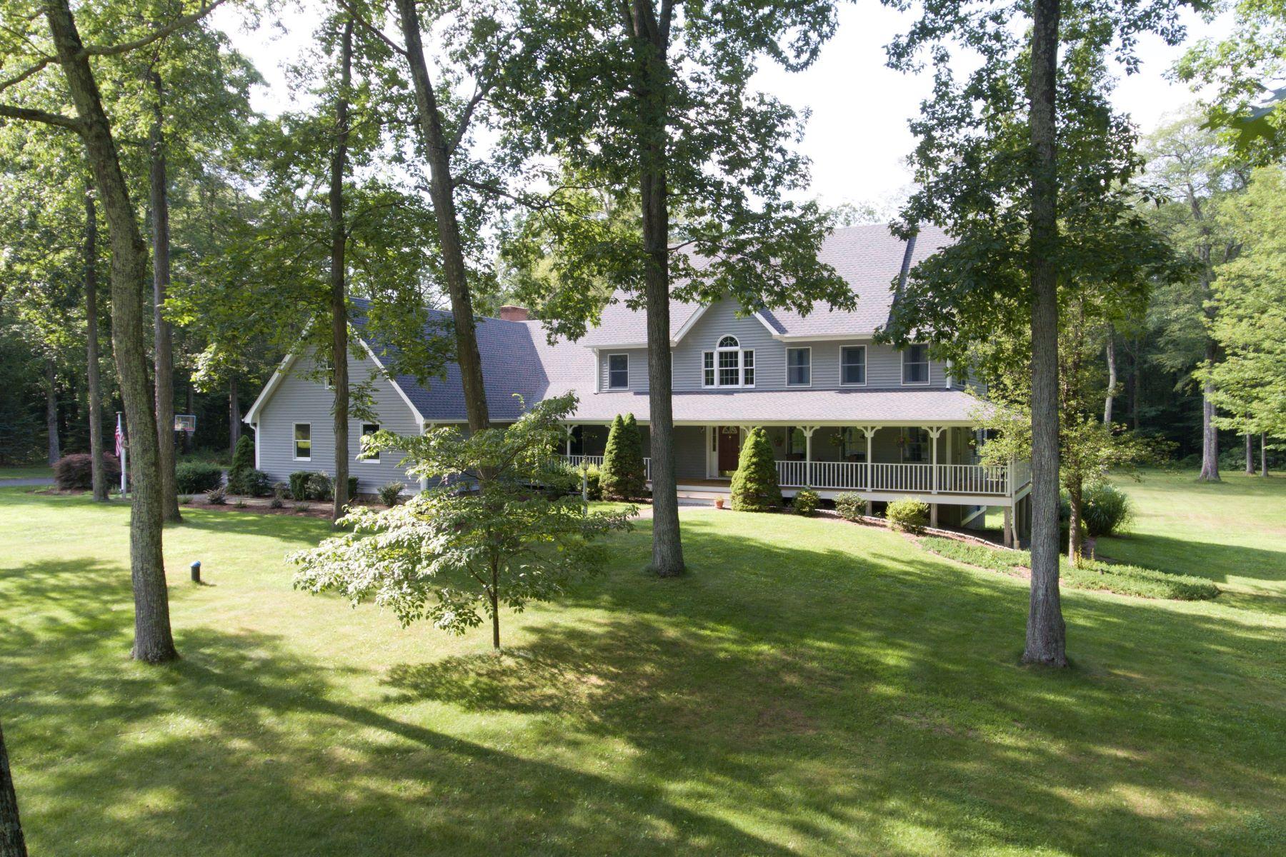Частный односемейный дом для того Продажа на Custom Built Home 73 Wolf Pit Drive Southbury, Коннектикут 06488 Соединенные Штаты