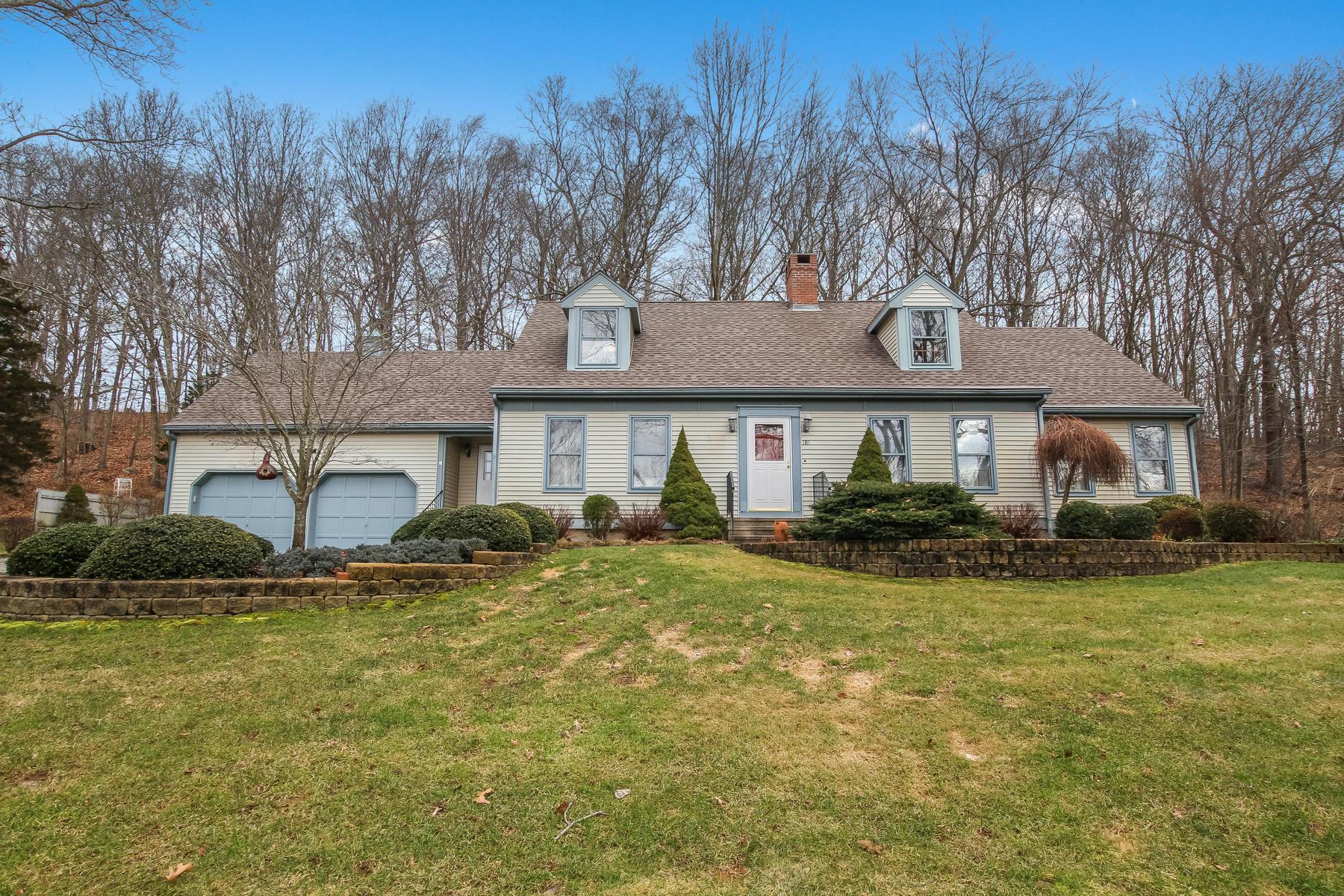 Eensgezinswoning voor Verkoop op Handsome, Well-Maintained Residence 181 Upper Pattagansett Road, East Lyme, Connecticut 06333 Verenigde Staten
