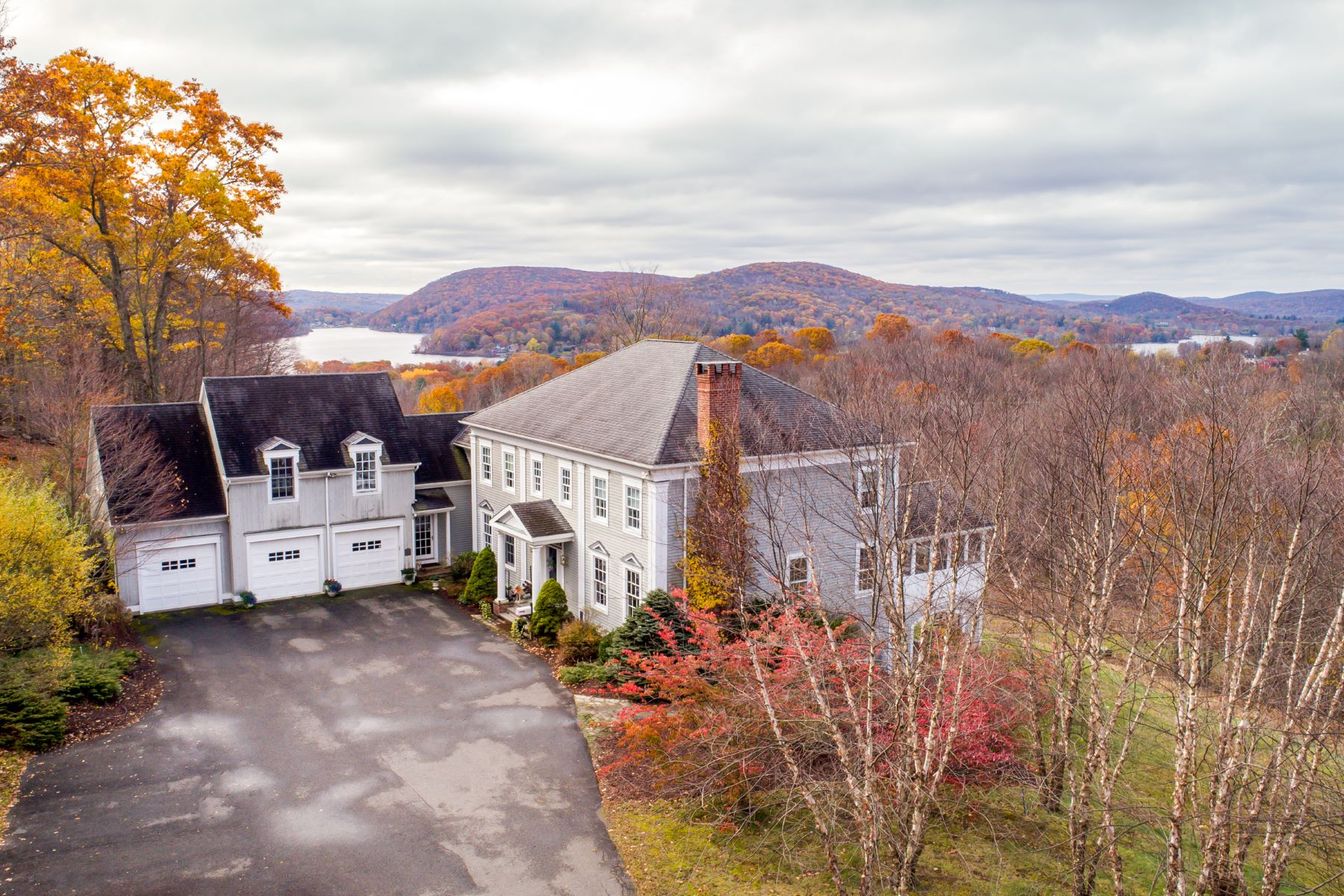 Single Family Homes للـ Sale في Vast Lake Waramaug Views 293 Lake Road, Warren, Connecticut 06777 United States