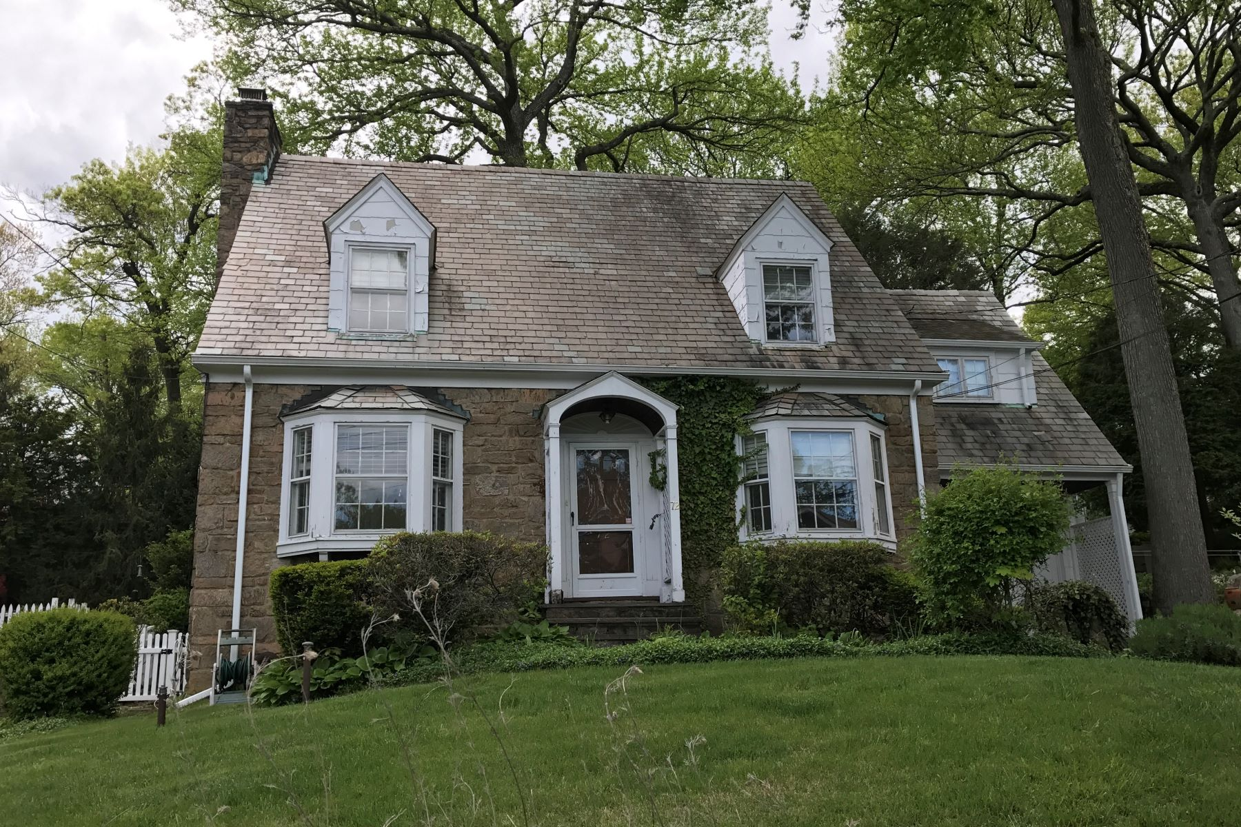 Single Family Home for Rent at Inviting Colonial Rental in Yonkers 72 Wildway Yonkers, New York 10708 United States