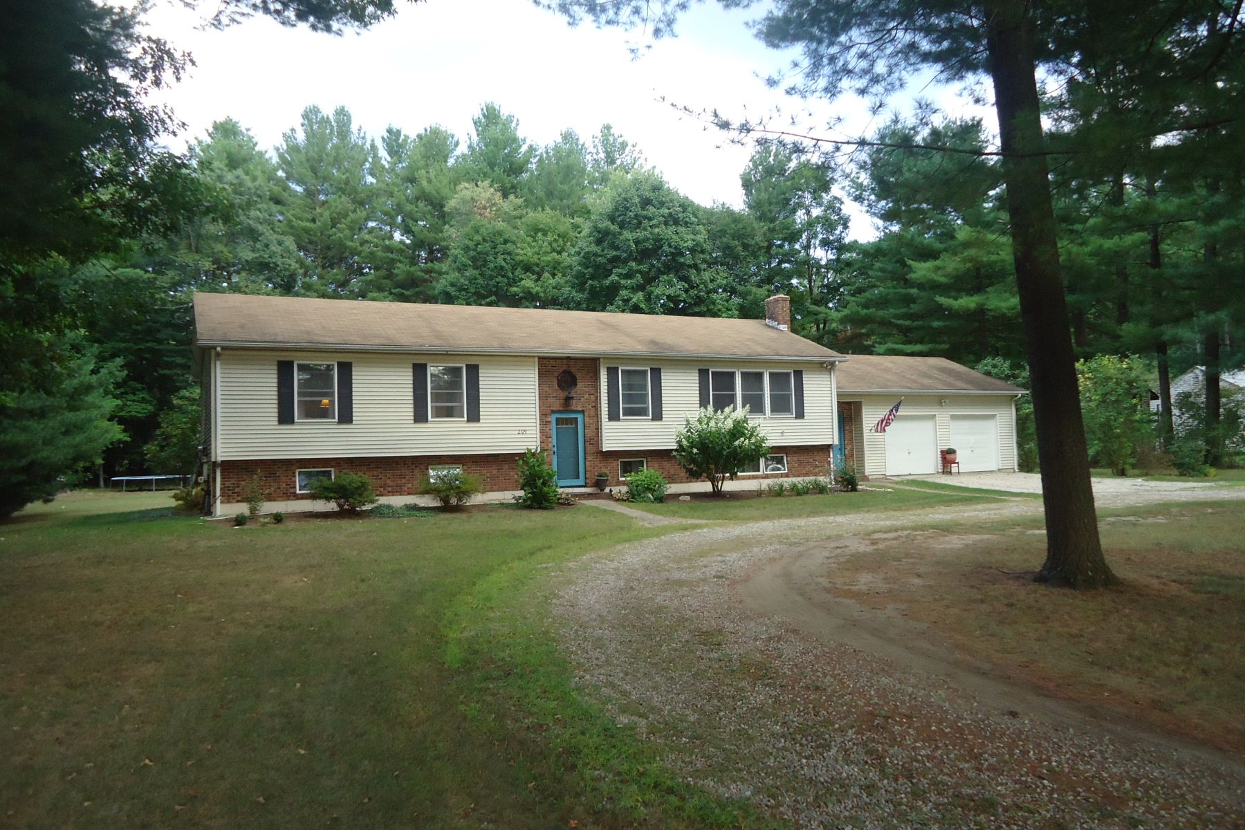 Vivienda unifamiliar por un Venta en Bright Roomy Ranch, Move in Condition 209 Polikoff Rd Sheffield, Massachusetts, 01222 Estados Unidos