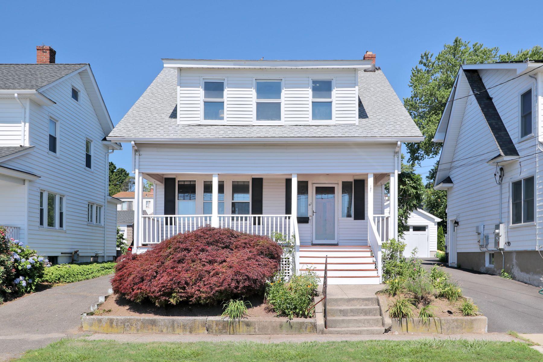 Eensgezinswoning voor Verkoop op 61 Seabright Avenue Bridgeport, Connecticut 06605 Verenigde Staten