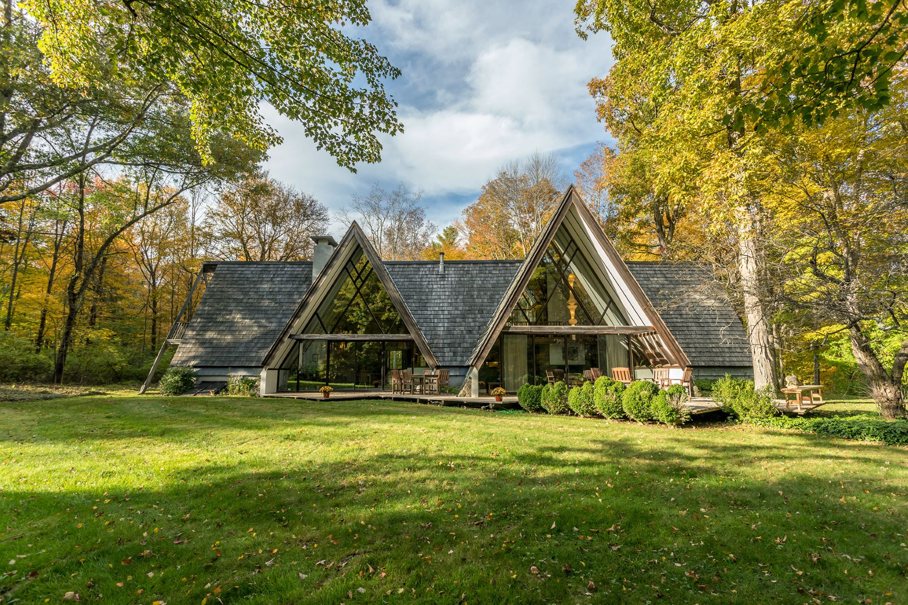 Single Family Homes pour l Vente à Dramatic Mid-Century Modern A-Frame 112 Norfolk Road Litchfield, Connecticut 06759 États-Unis