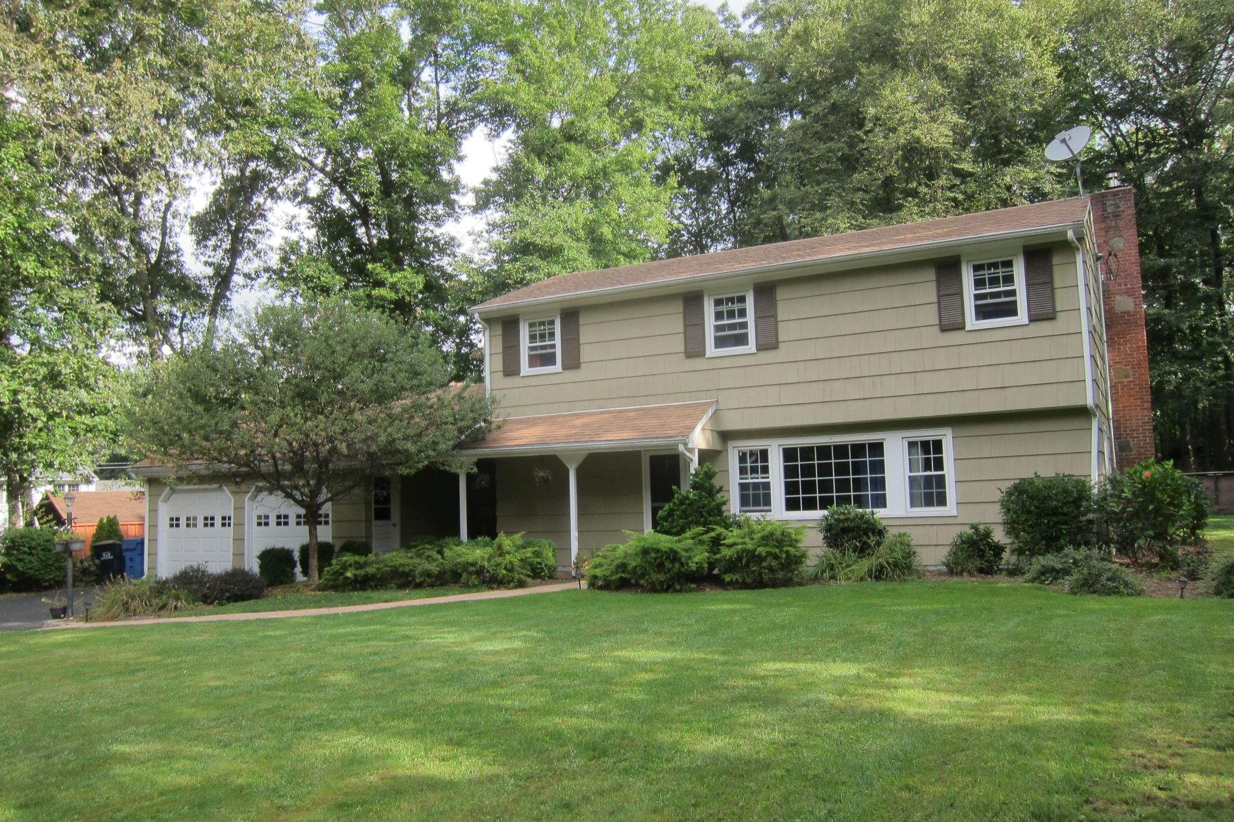 Single Family Homes for Active at Lovely Split Level Colonial 42 White Birch Drive Trumbull, Connecticut 06611 United States