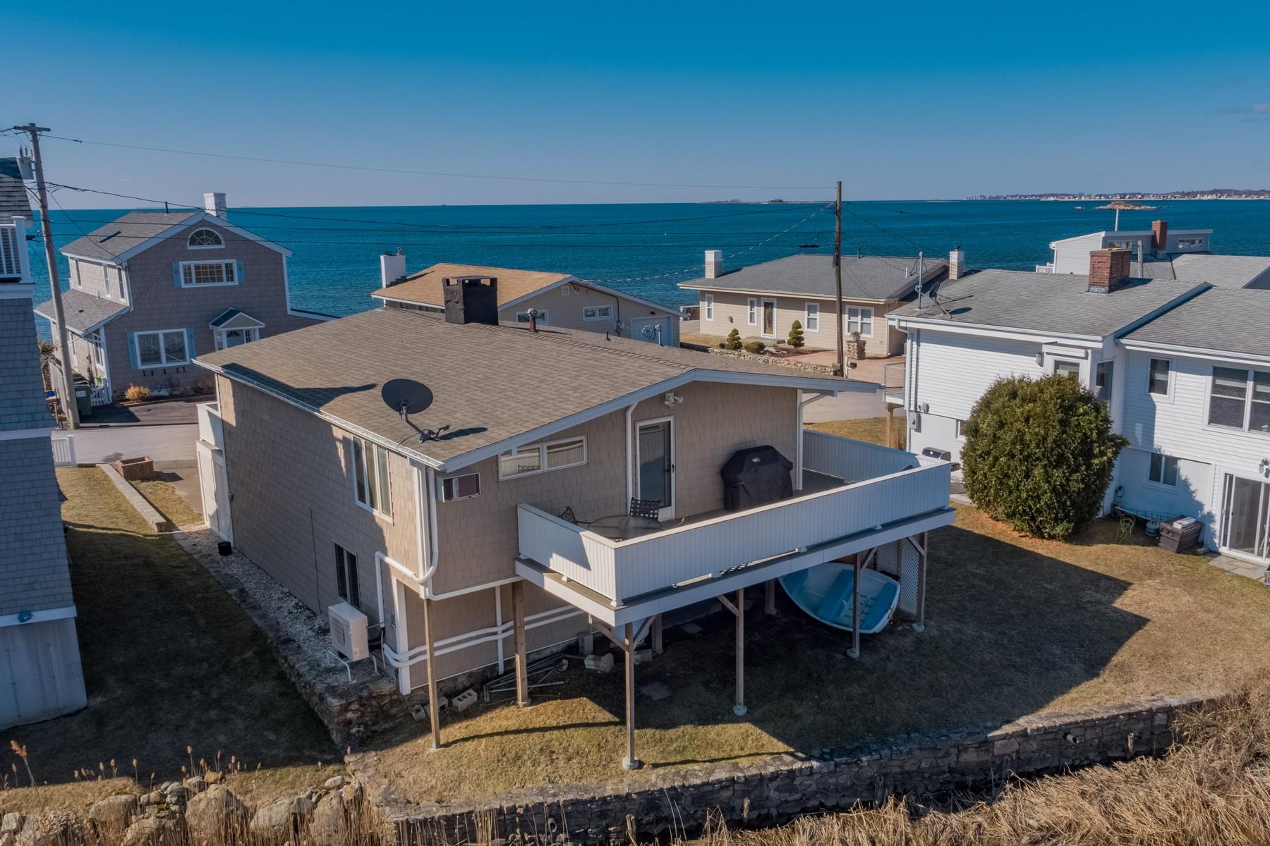Eensgezinswoning voor Verkoop op Renovated Year-Round Beach Home 14 Pointina Road, Westbrook, Connecticut 06498 Verenigde Staten