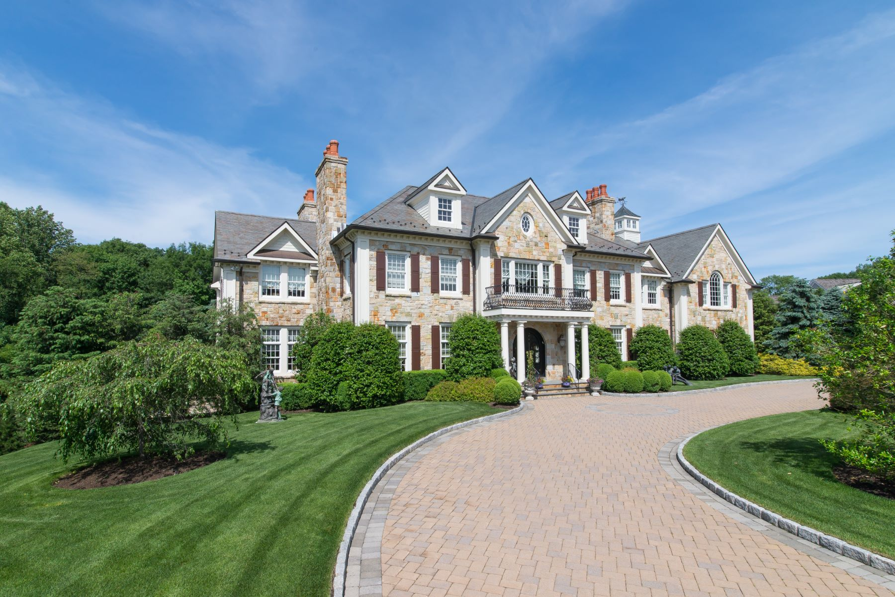 واحد منزل الأسرة للـ Sale في 7 Brook View Rye, New York, 10580 United States