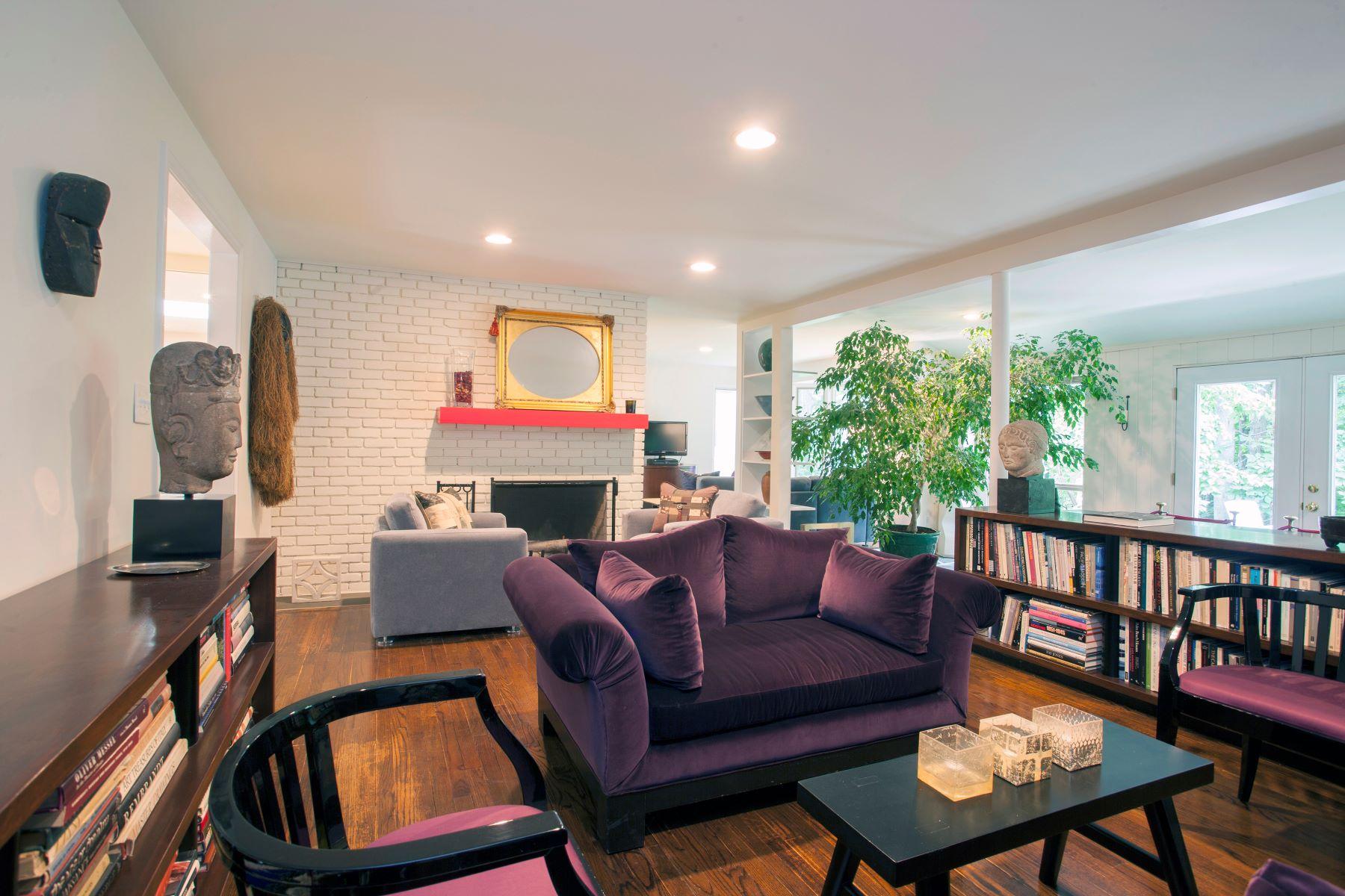 واحد منزل الأسرة للـ Sale في Chic and Modern One Level Home 131 North Street, Roxbury, Connecticut, 06783 United States
