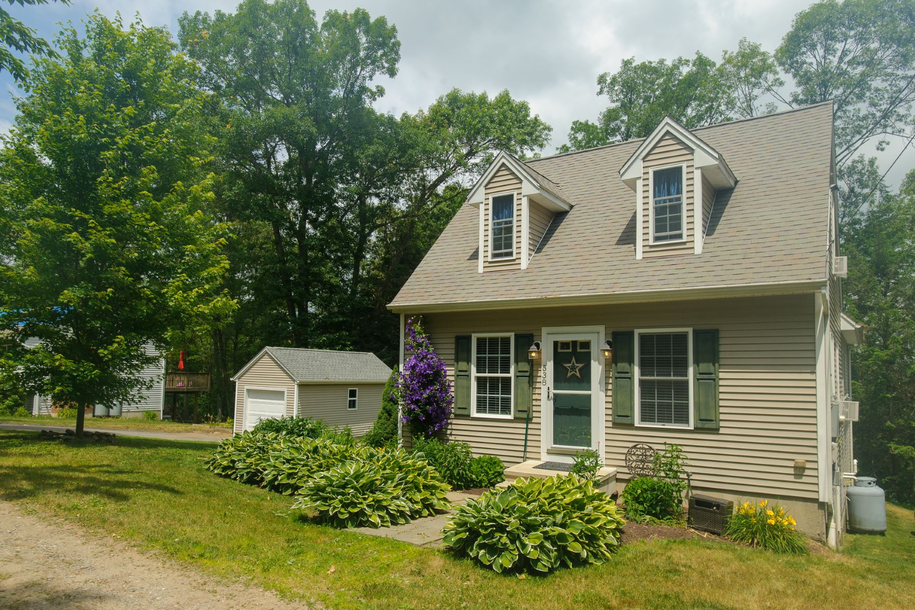 Single Family Home for Sale at Charming Cape Cod 538 Berkshire Rd Southbury, Connecticut 06488 United States