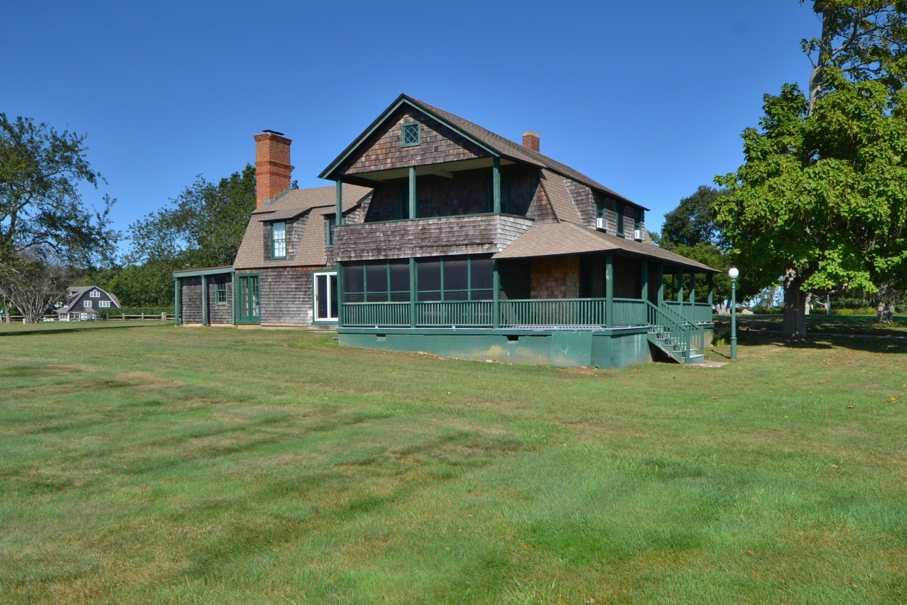 獨棟家庭住宅 為 出售 在 Charming Fenwick Style Cottage with L.I. Sound Views 10 Sequin Avenue, Old Saybrook, 康涅狄格州, 06475 美國