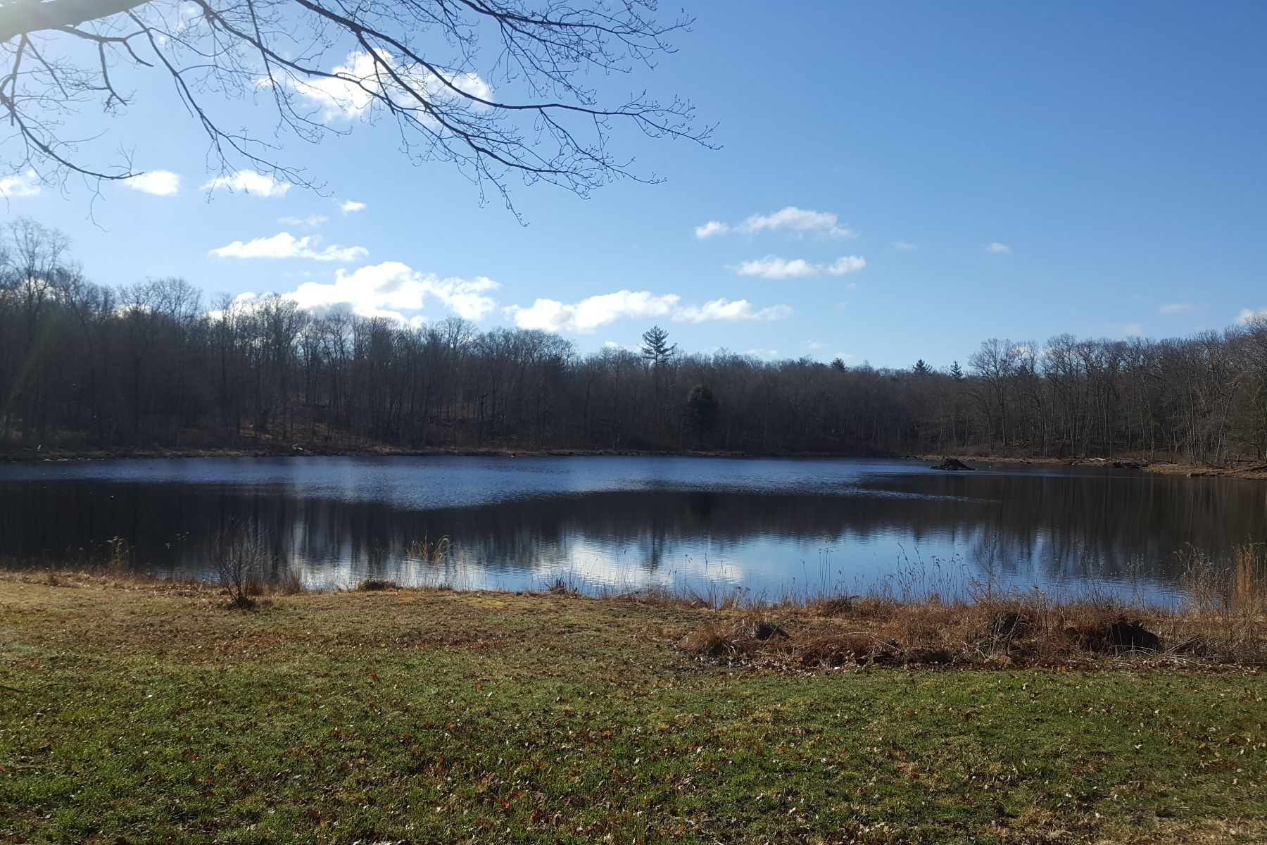 Terreno por un Venta en Wonderful Pond Side Property! Parker Road Hampton, Connecticut 06247 Estados Unidos