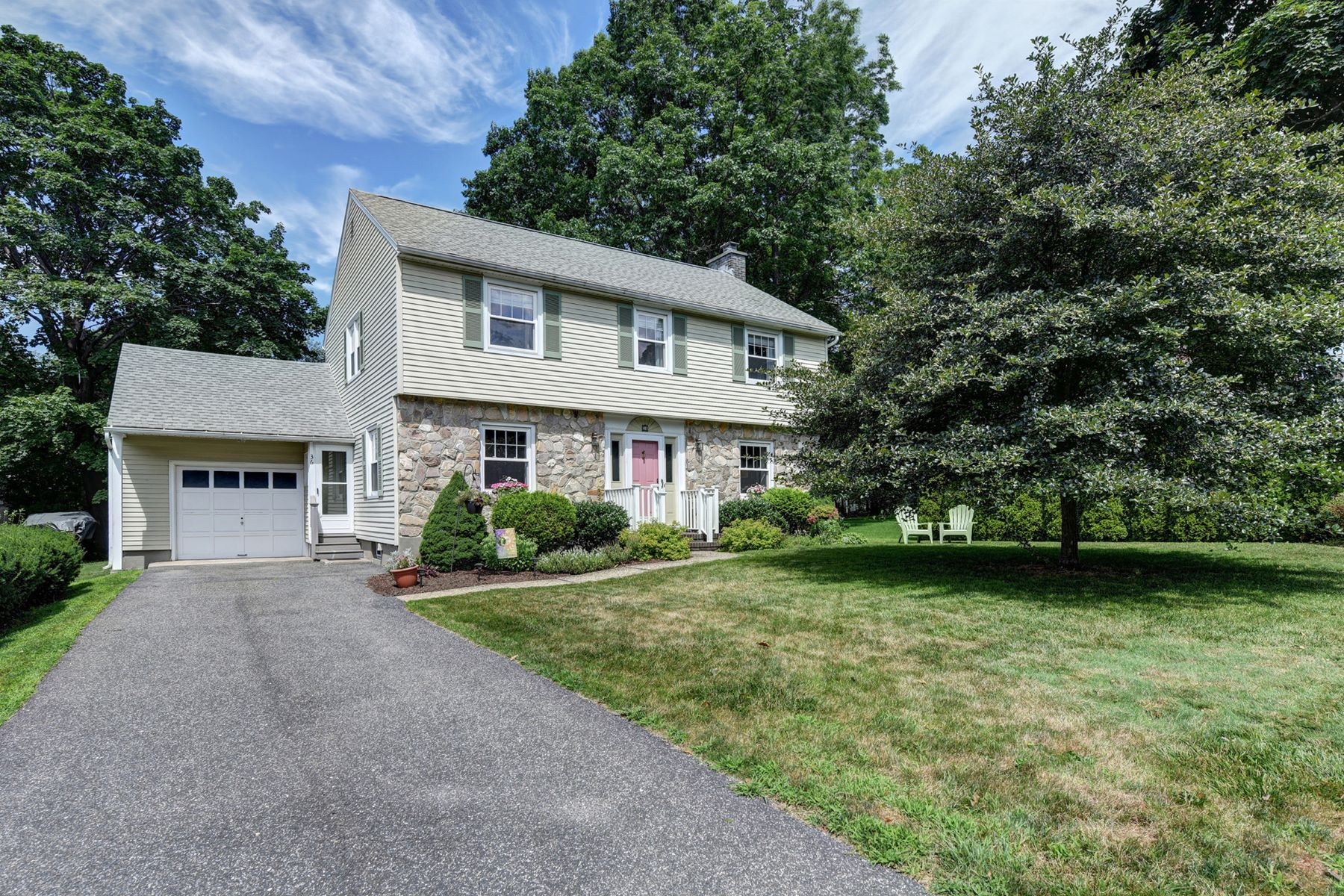 Single Family Homes for Active at Desirable Parkway Center Hall Colonial in Sought After Southeast Pittsfield 36 Concord Pkwy Pittsfield, Massachusetts 01201 United States