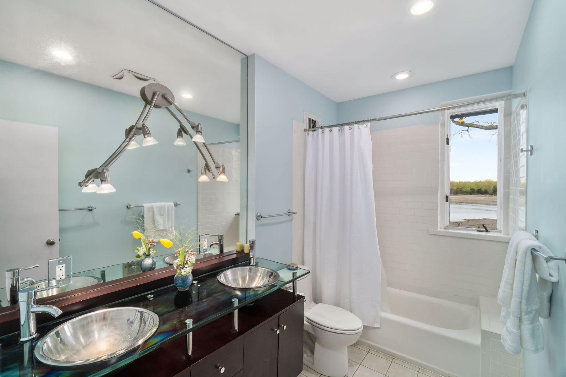 Additional photo for property listing at  Norwalk, コネチカット 06854 アメリカ