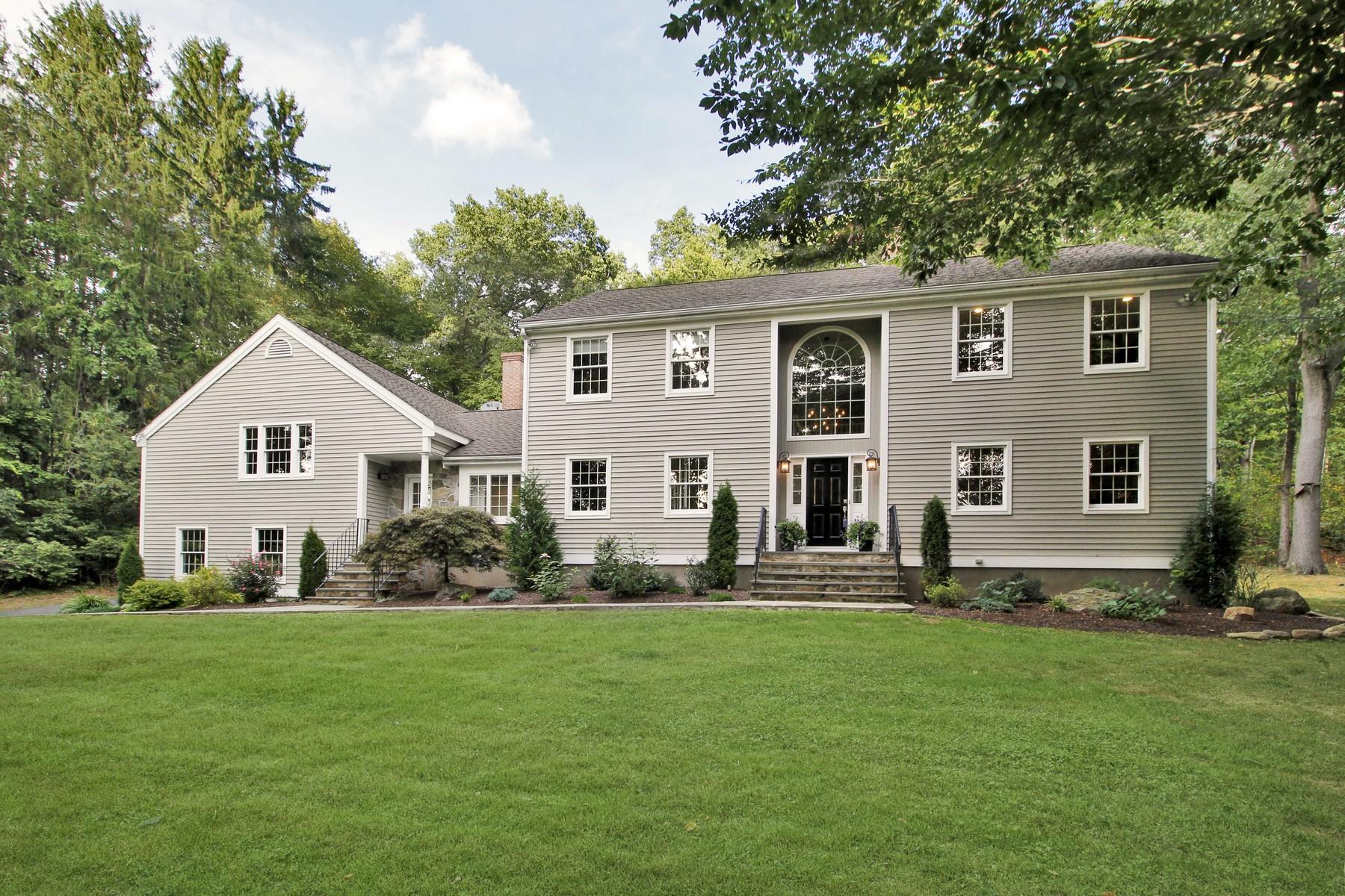 Частный односемейный дом для того Продажа на Stately Expansive Colonial on Easton/Fairfield Border 15 Reilly Road Easton, Коннектикут 06612 Соединенные Штаты